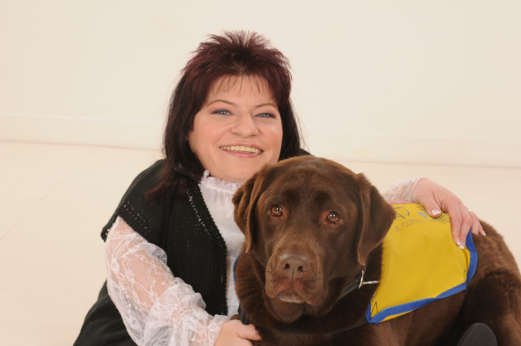 Vanessa Grand mit Labradorhündin Betsy