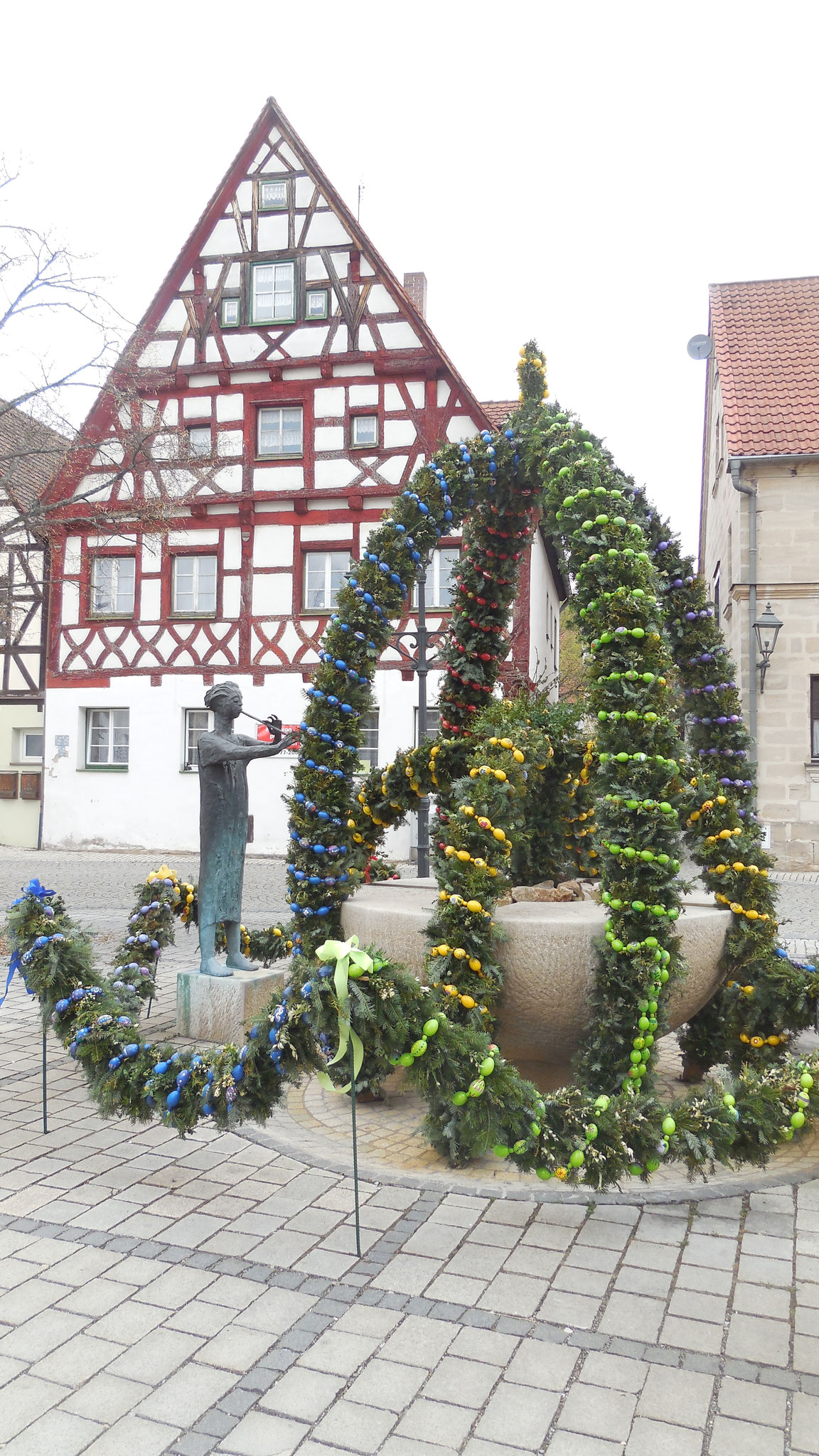 Osterbrunnen in Heideck