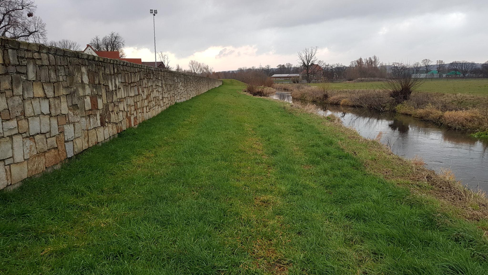 Hochwasserschutzmauer