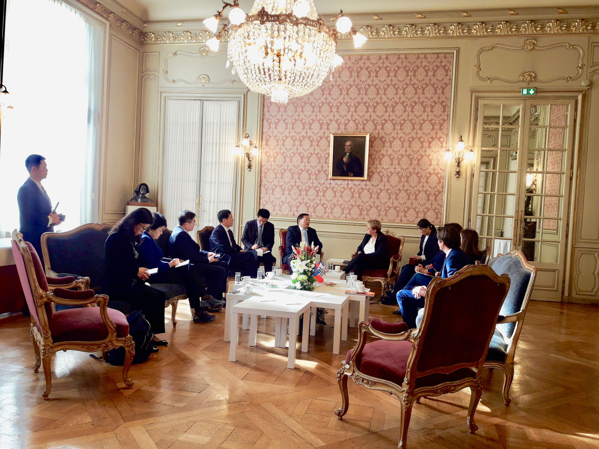 Délégation officielle de Jinan à Rennes. En présence de Mme Appéré, maire de Rennes