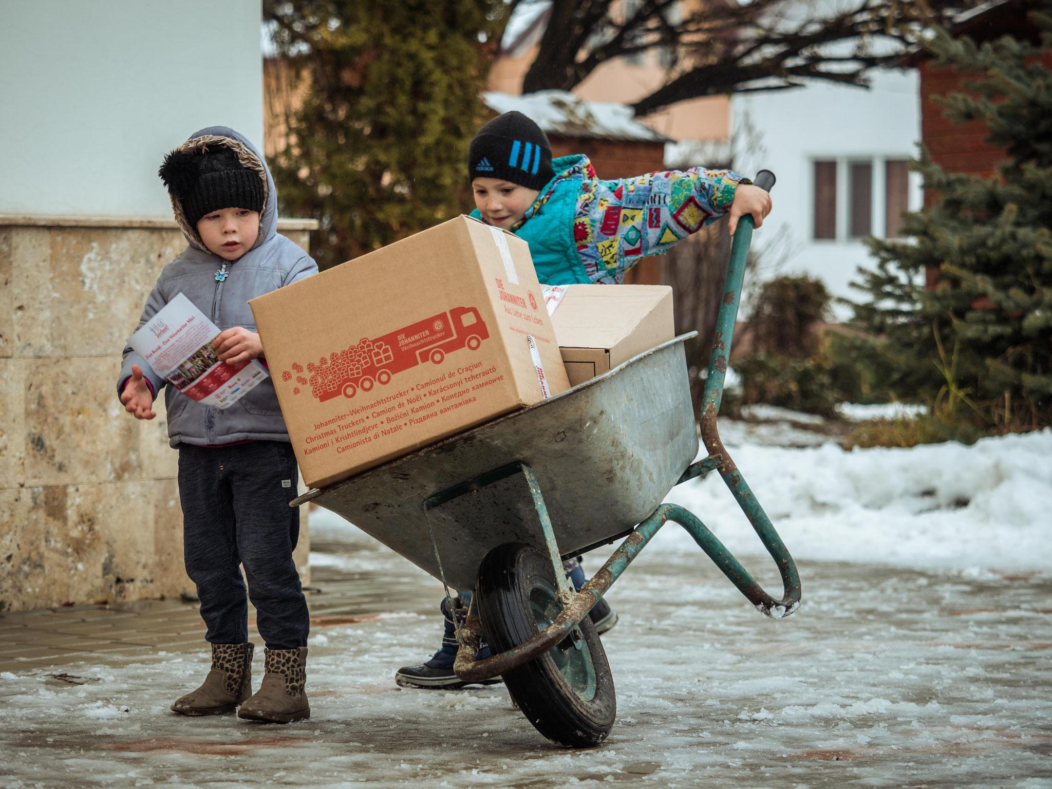 Verteilung in Rumänien. Bildnachweis: Mani Gutau/Johanniter
