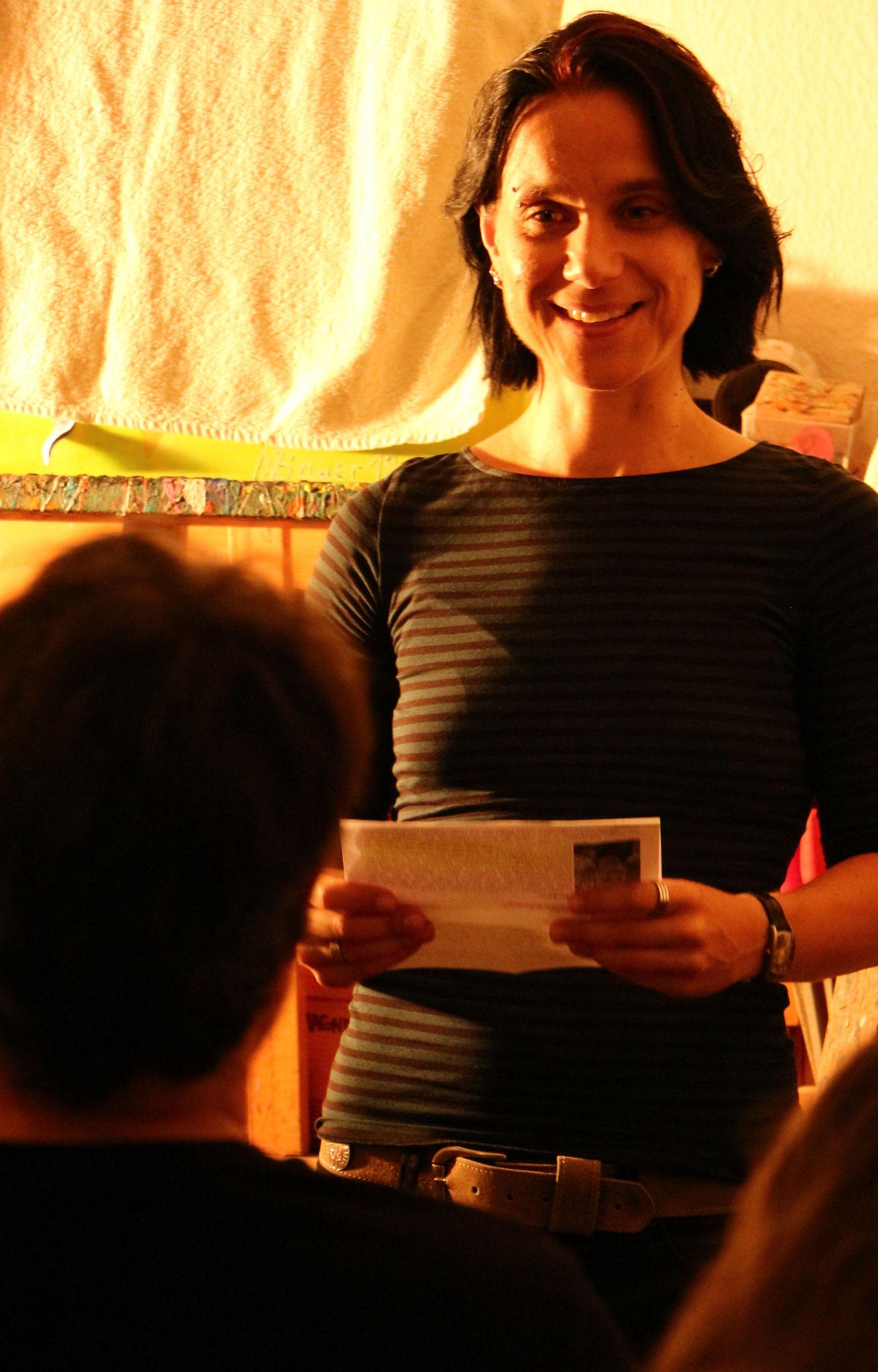 Moderatorin Sabine Brandl