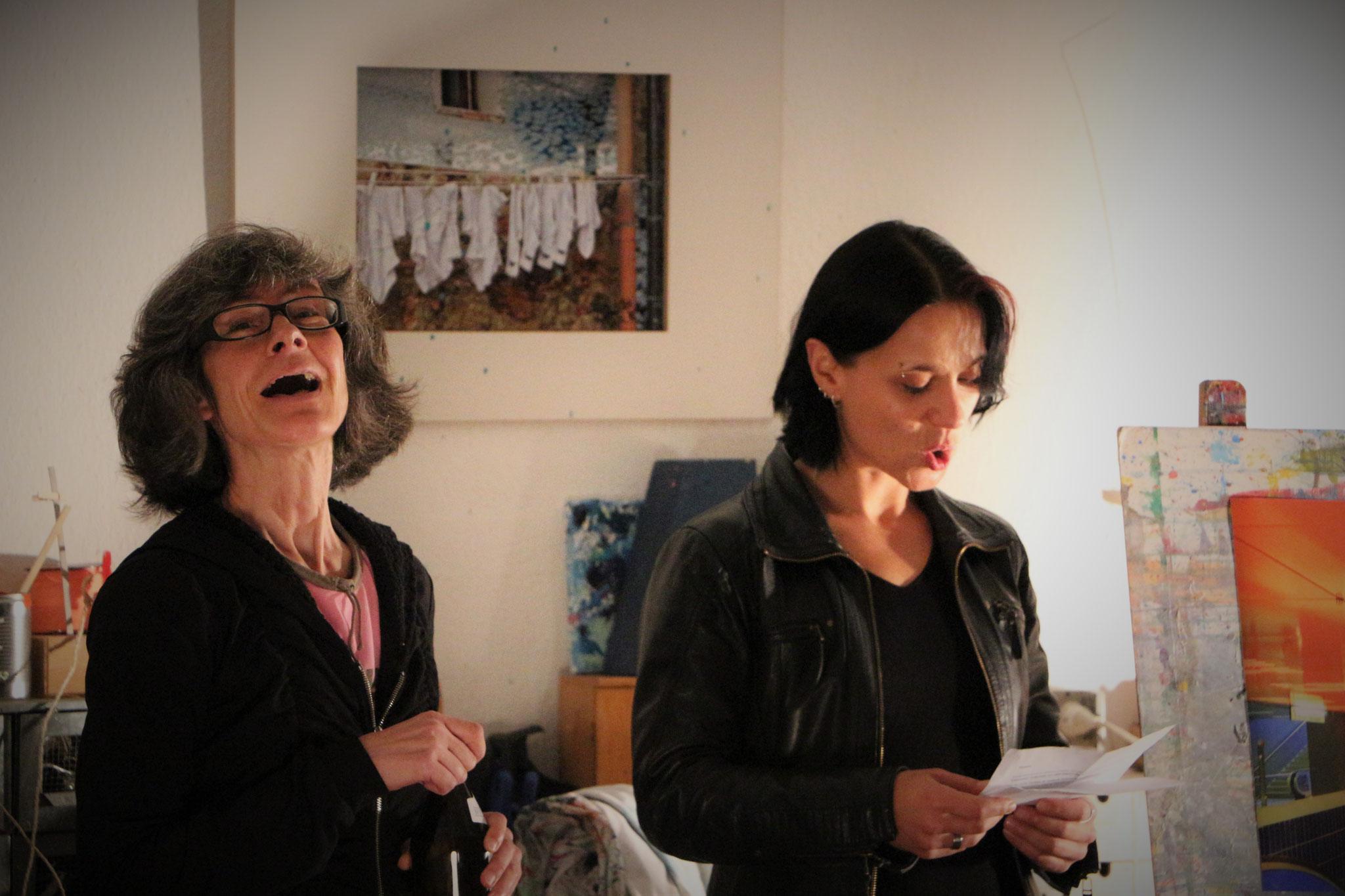 Birgit Hufnagl (links) mit Moderatorin Sabine Brandl