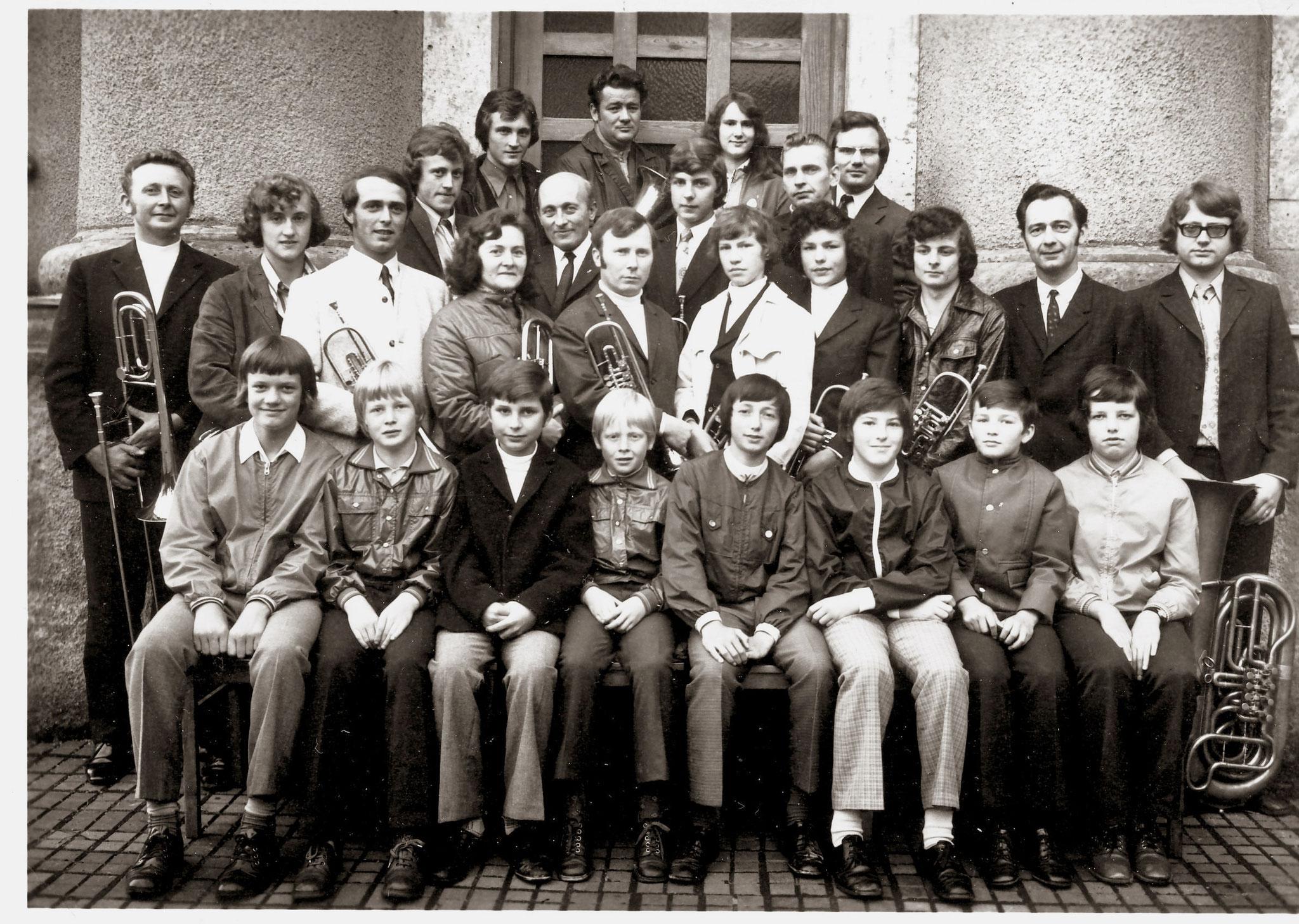 1973: 60-jähriges Chorjubiläum - nach den Jahren des Wiederaufbaus konnte das Fest nun wieder in der richtigen Kirche stattfinden !