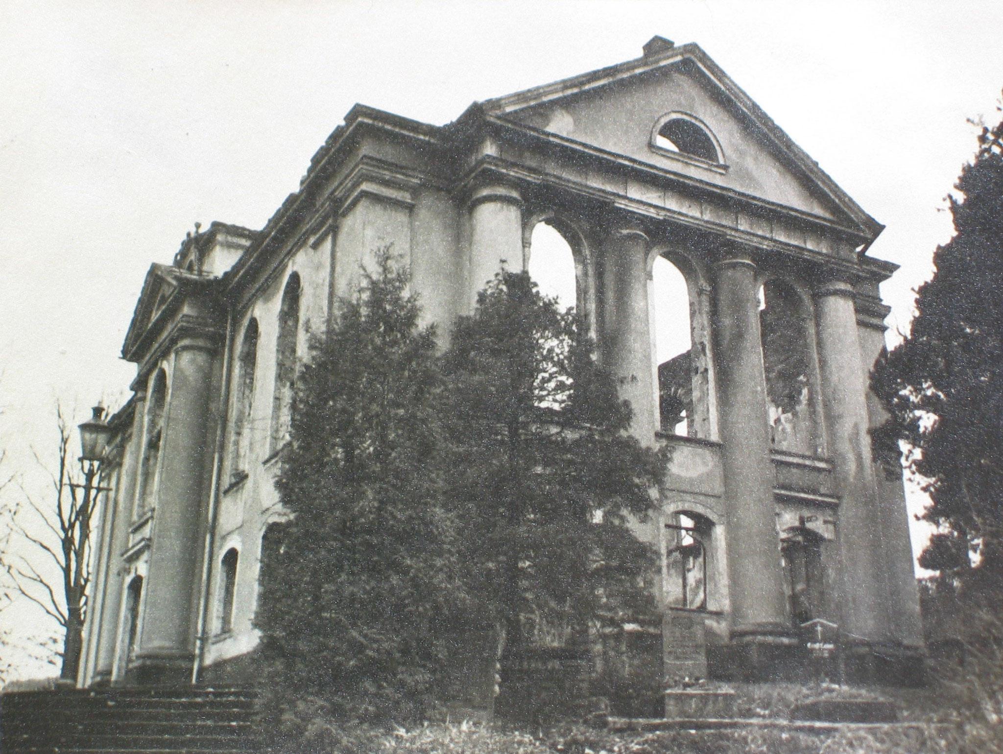 ...  5. März 1945   ...   2 Monate vor Kriegsende   ...   die Kirche kurz nach der Zerstörung - von außen ...