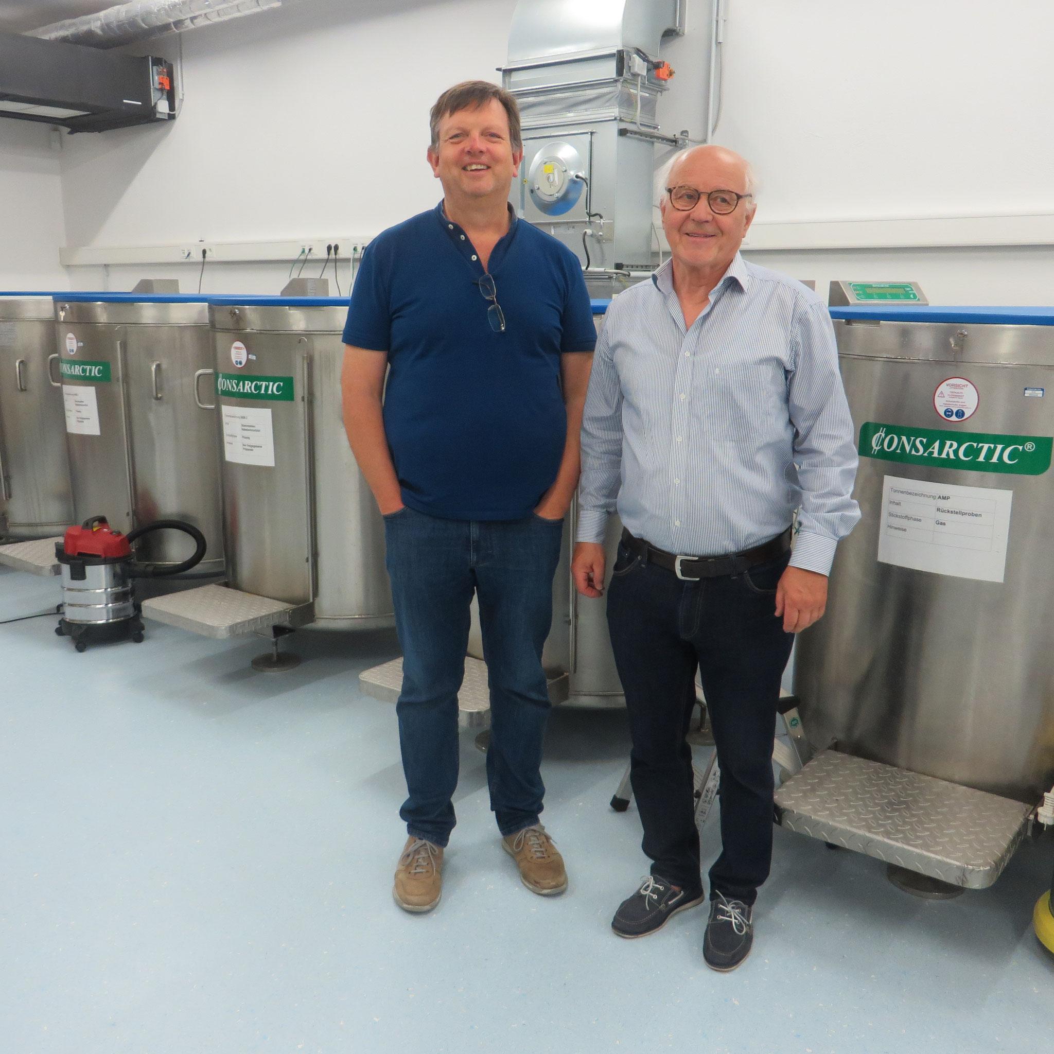 Gruppenleiter Horst Wallner bedankte sich bei Dr. Knabe im Namen der Gruppenmitglieder sowie Evi Huber und Gerhard Spitzenpfeil von der Leukämie Hilfe Passau für die Einladung und die vielen Informationen.