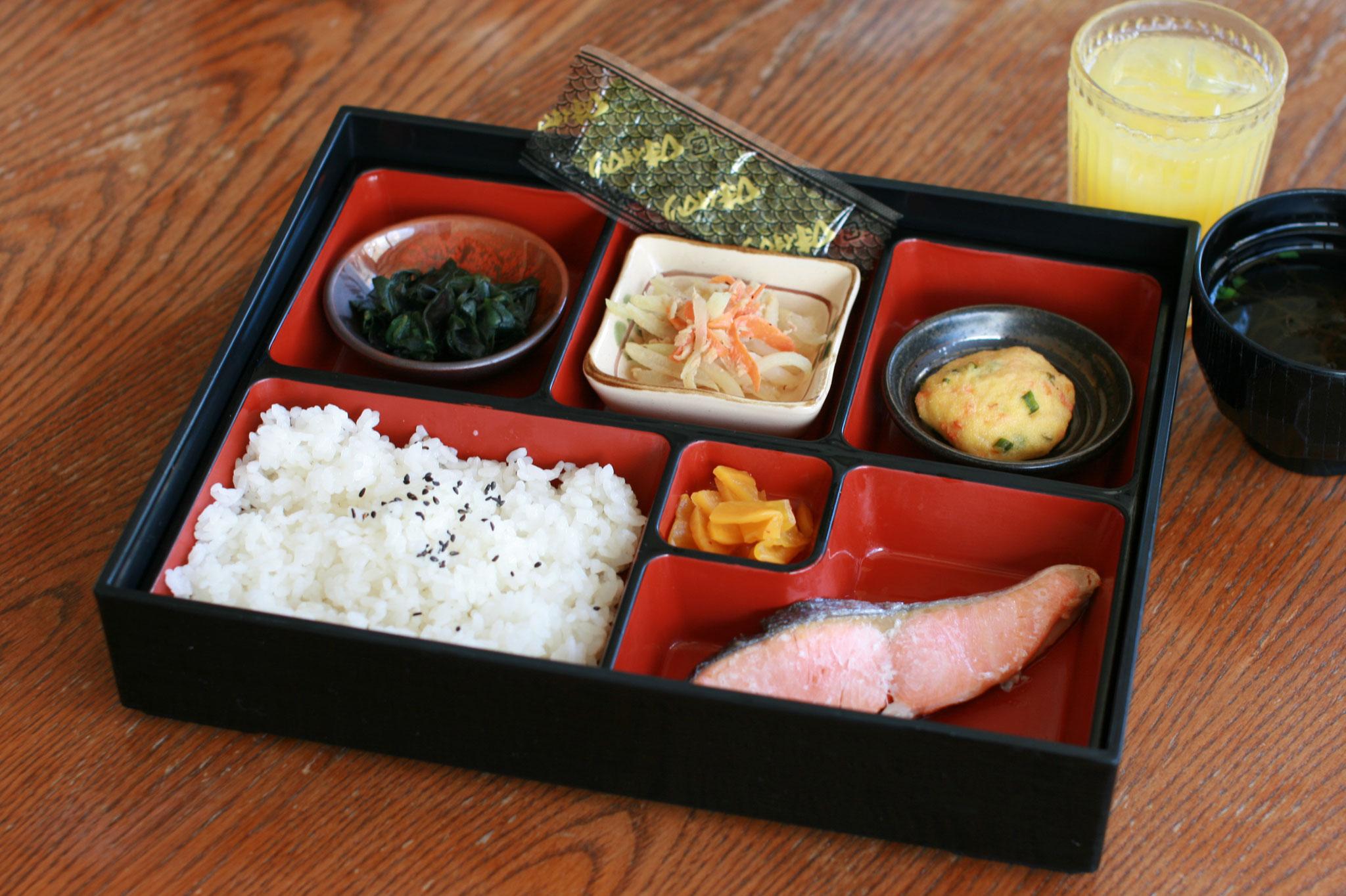 朝食 ¥770(¥550小学生以下) 和食(事前の申し込みが必要です。メニューは当方にて決定しております)