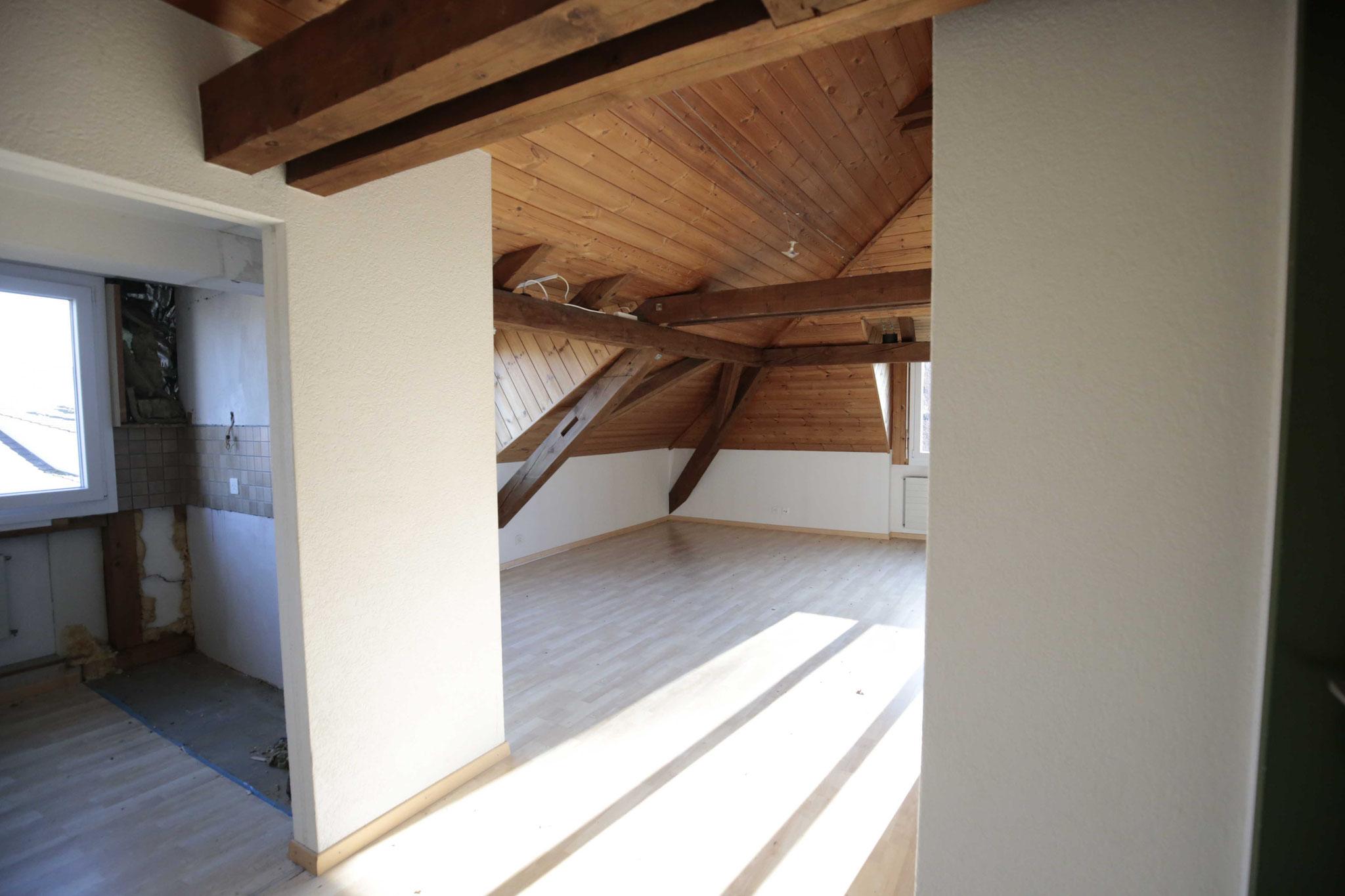 Blick vom Eingang Richtung Wohnzimmer (links die Küche, die noch neu eingebaut wird)
