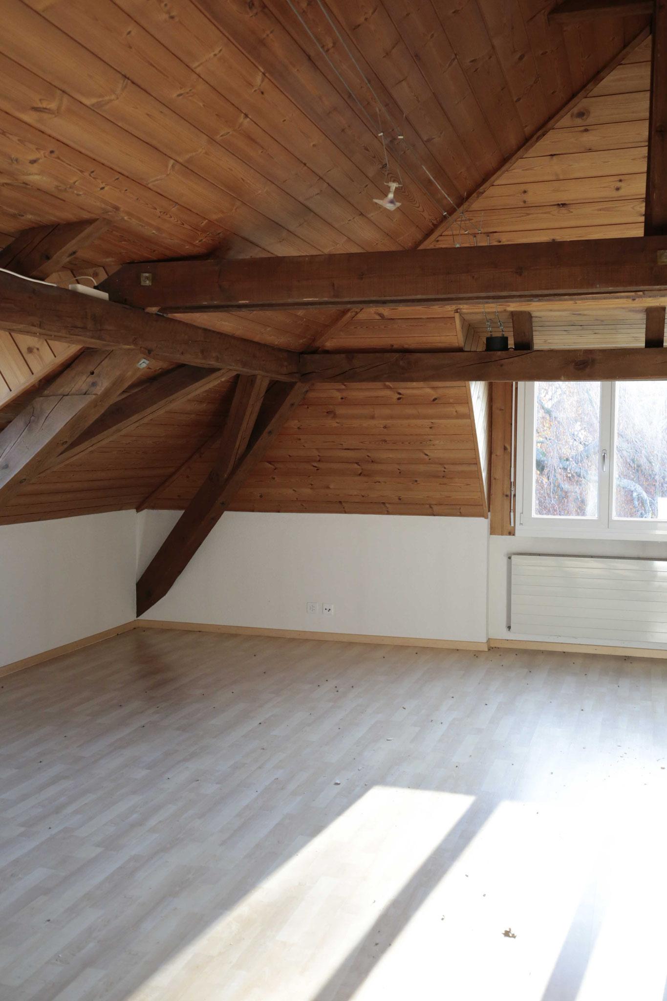 Wohnzimmer (Fenster Richtung Park und Altersheim)