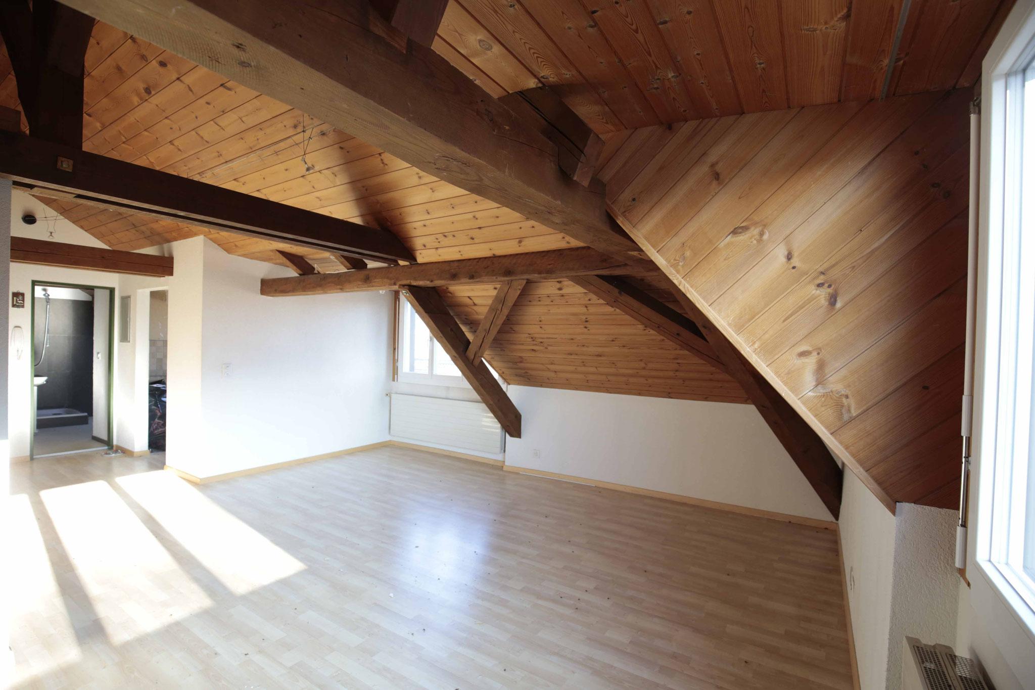 Blick vom Wohnzimmer zum Essecken (Fenster Richtung Eibach)