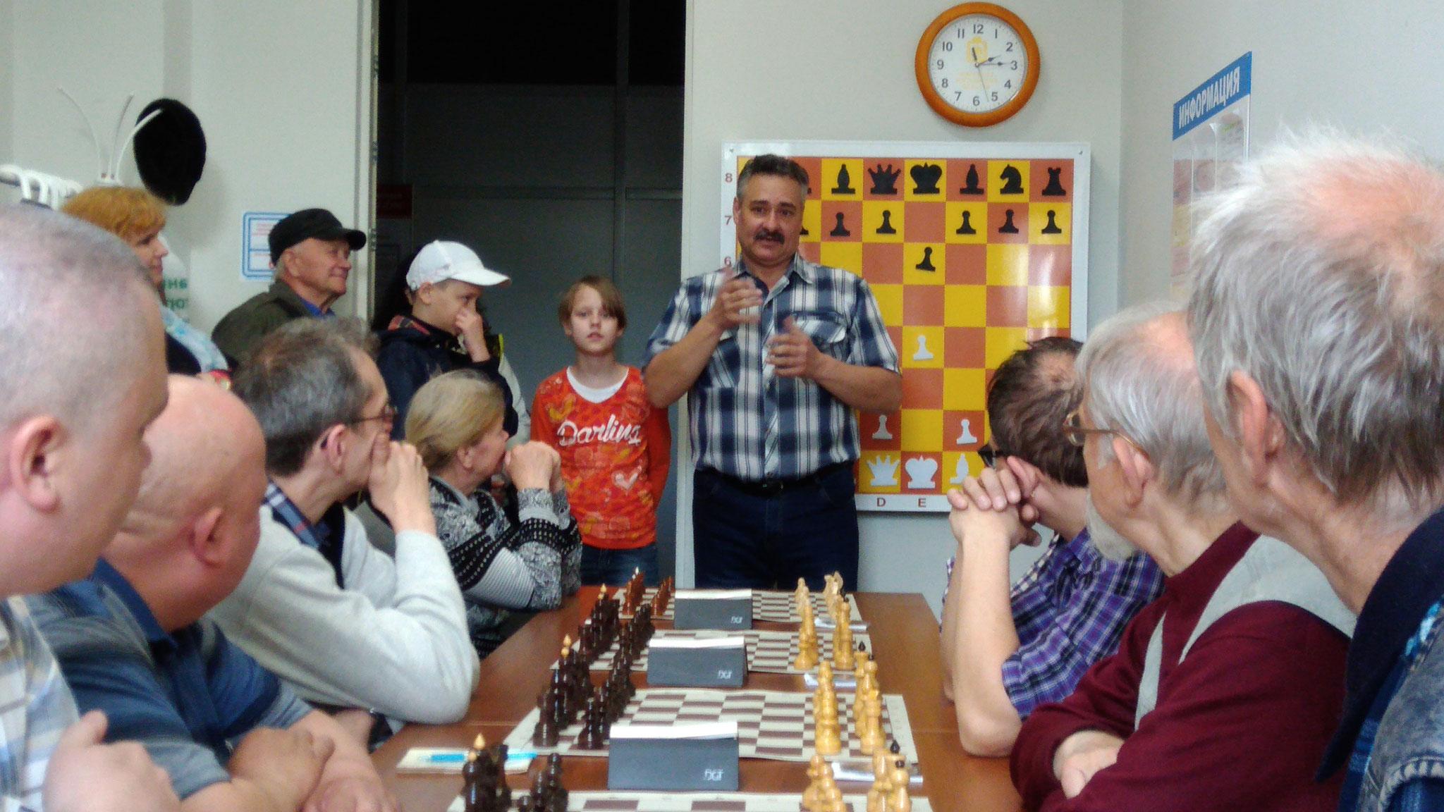 Л.Фролов открывает матч