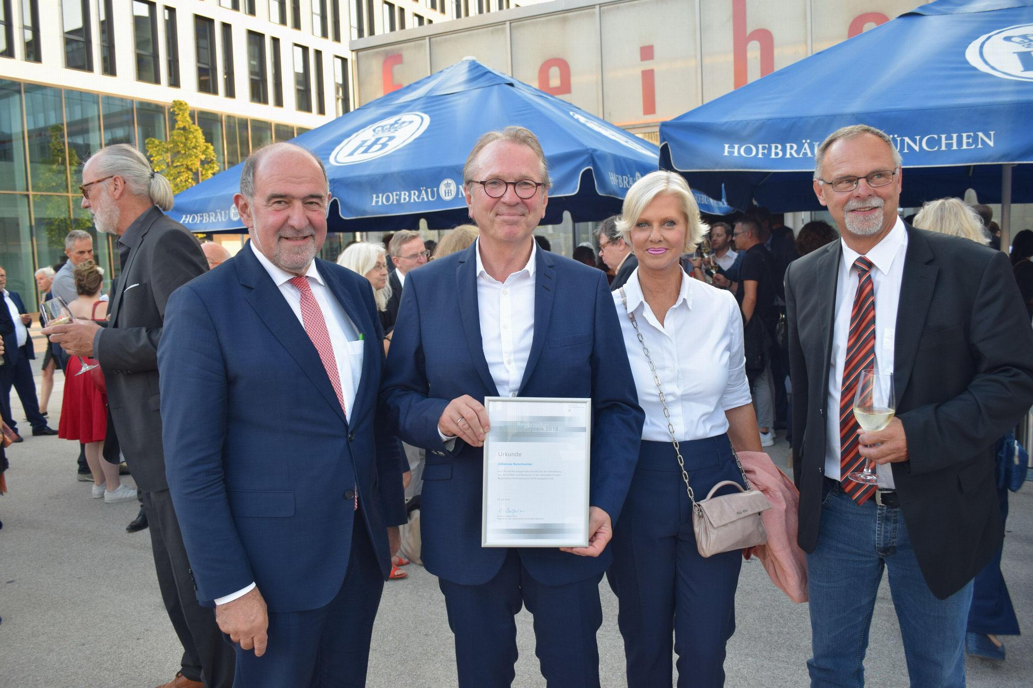 Foto: Schmid / Landrat Willibald Gailler, Johannes + Gudrun Berschneider, Bg, Wolf Pilsach