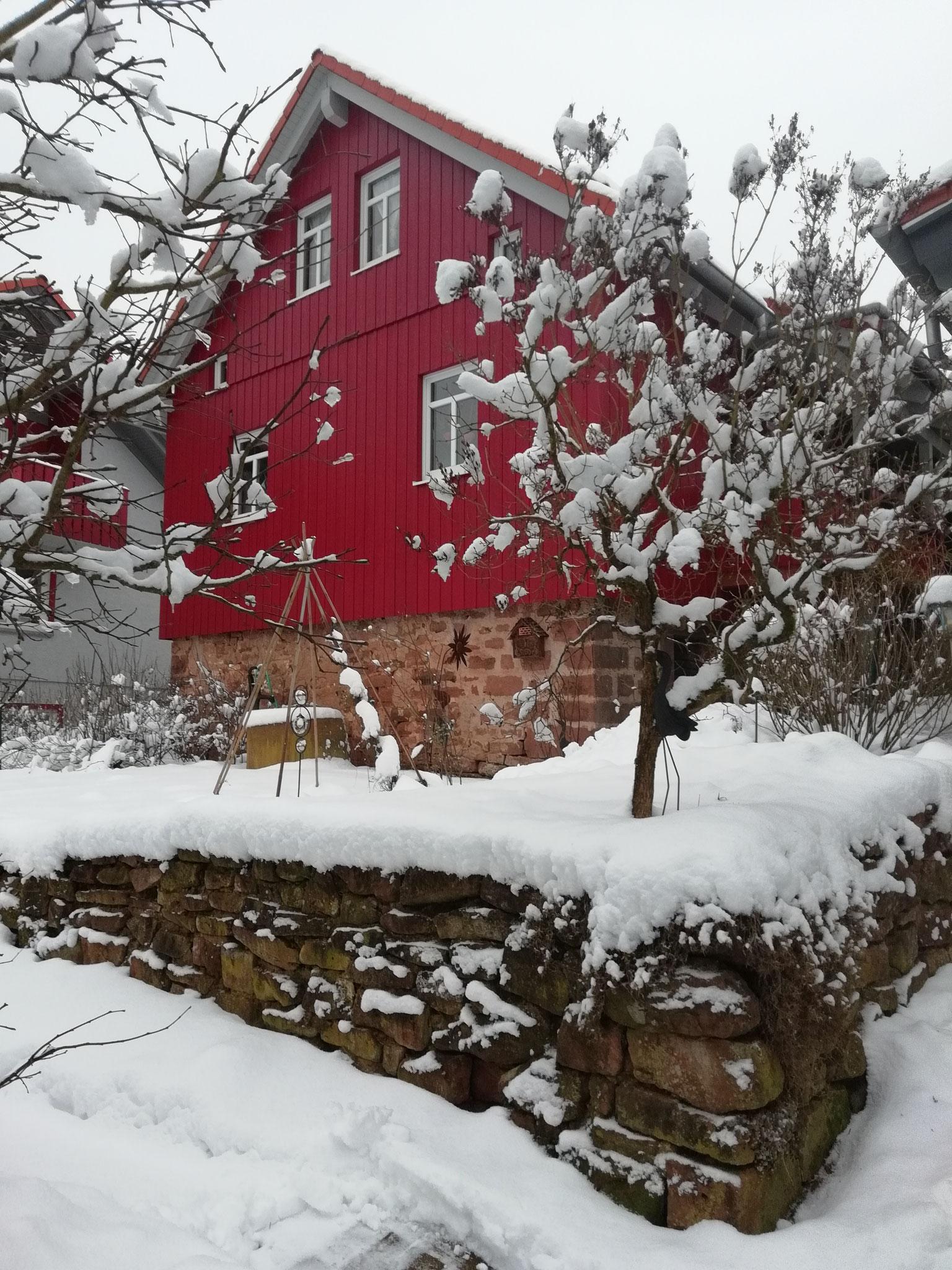 Unser Lager-Haus im Winterkleid