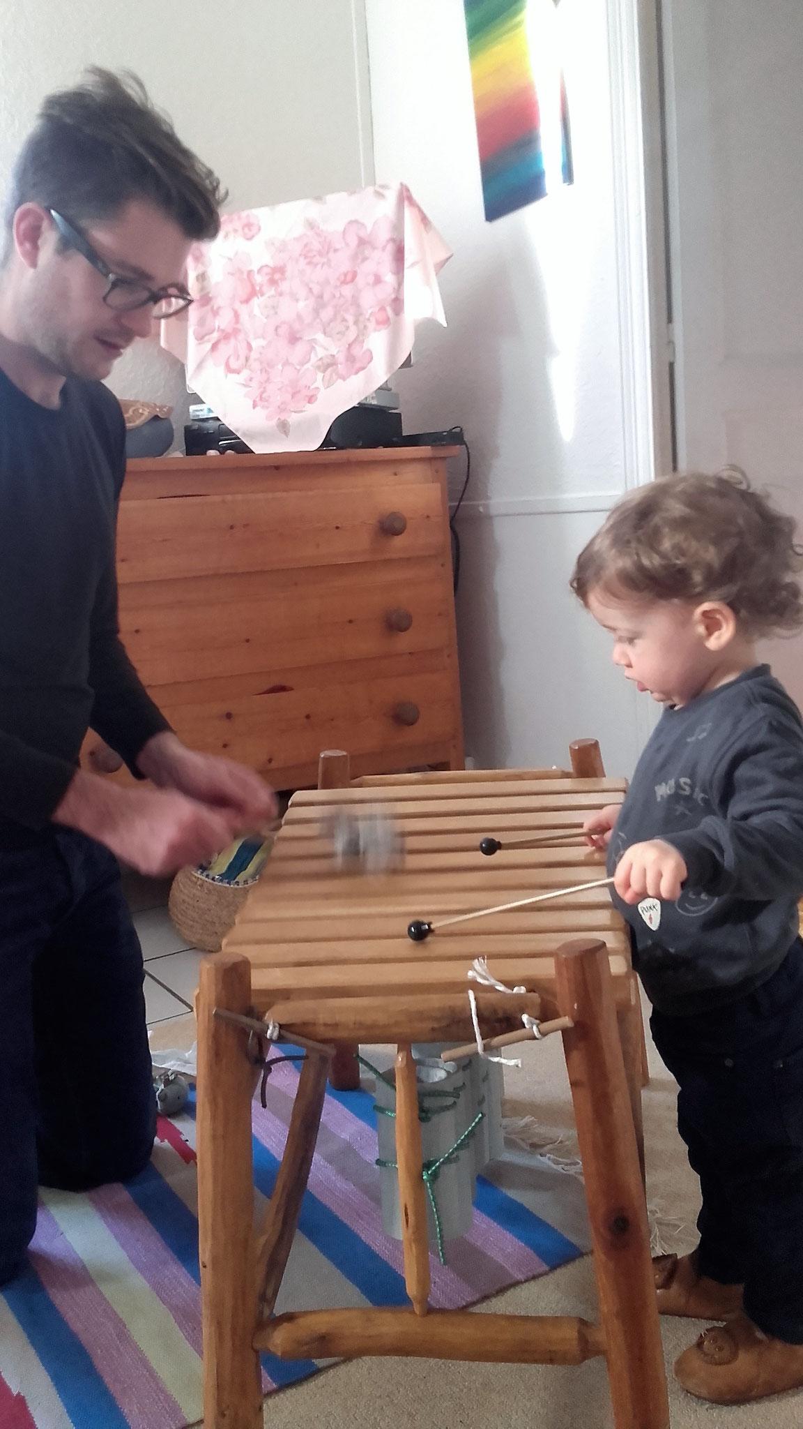 papa et C.........improvise une petite conversation musical.
