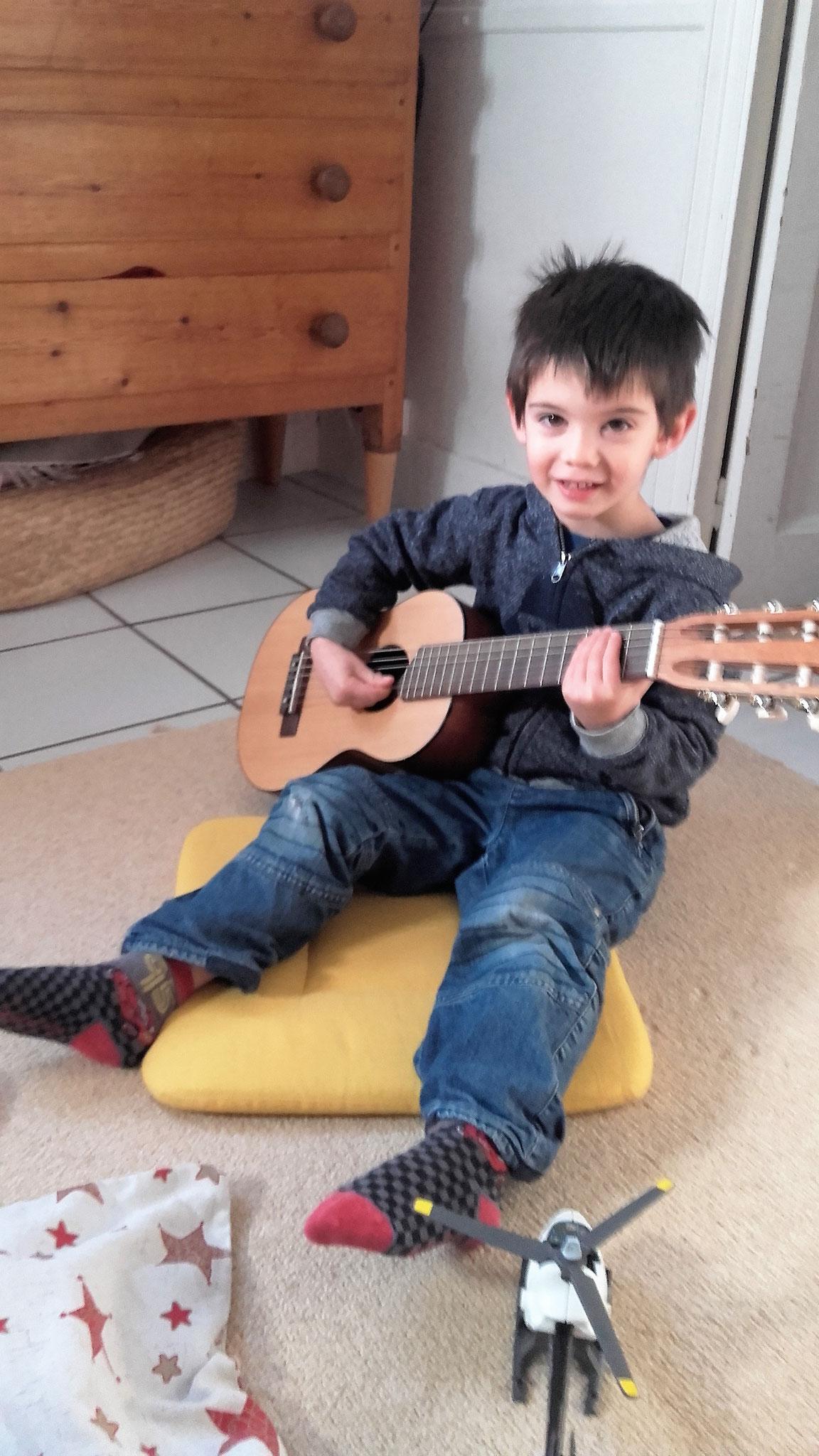 Puis de la guitare.