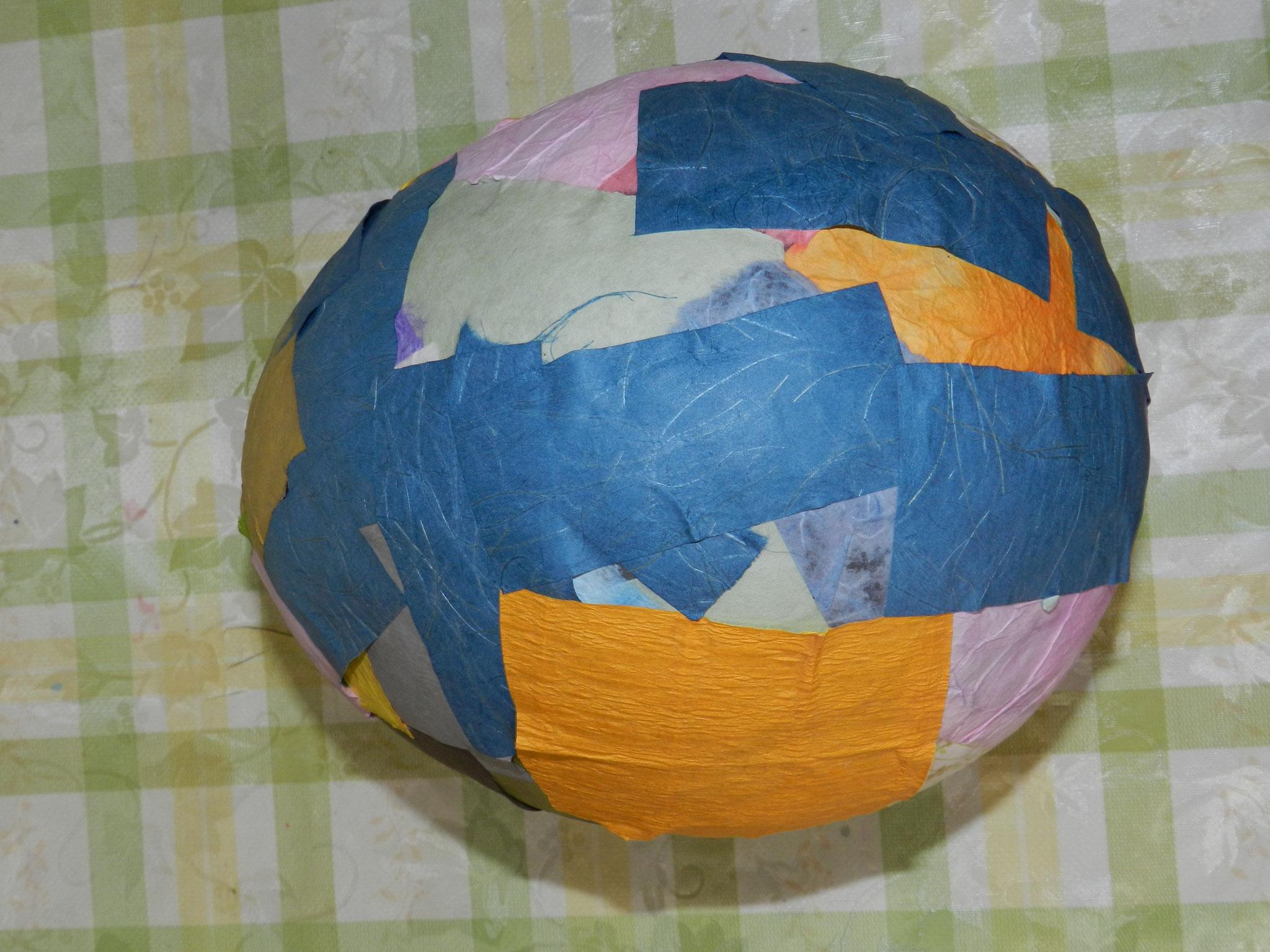 和紙で作った「恐竜の卵」★(小学1年)