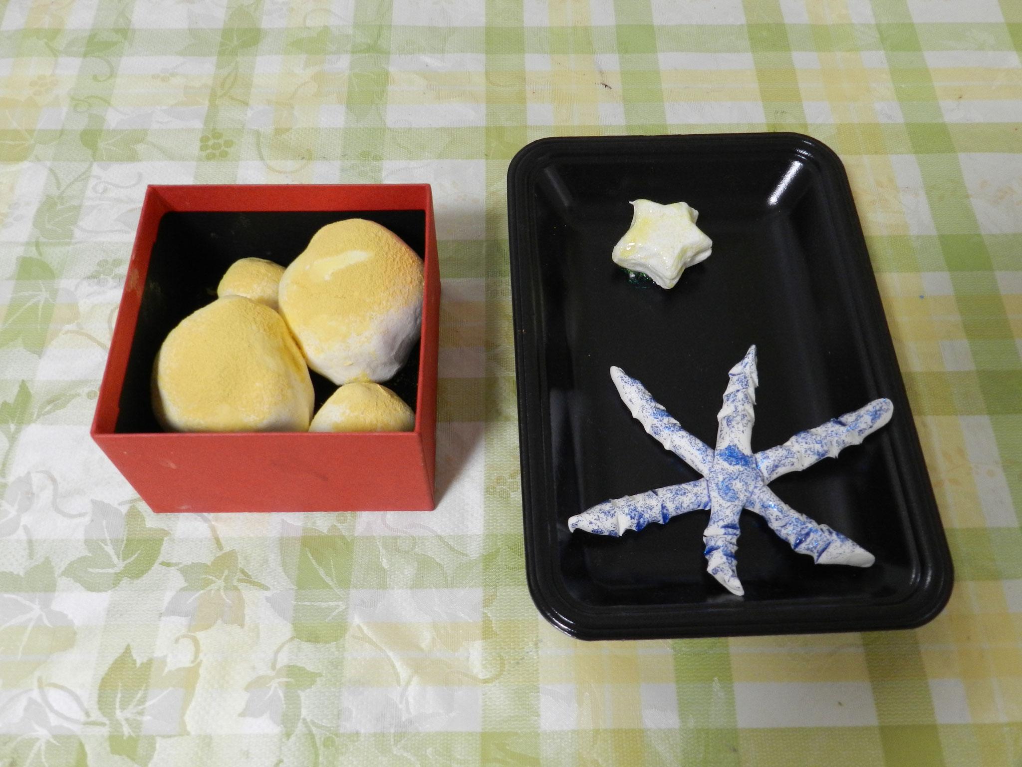 粘土作品「星、きなこ餅」(小学1年)