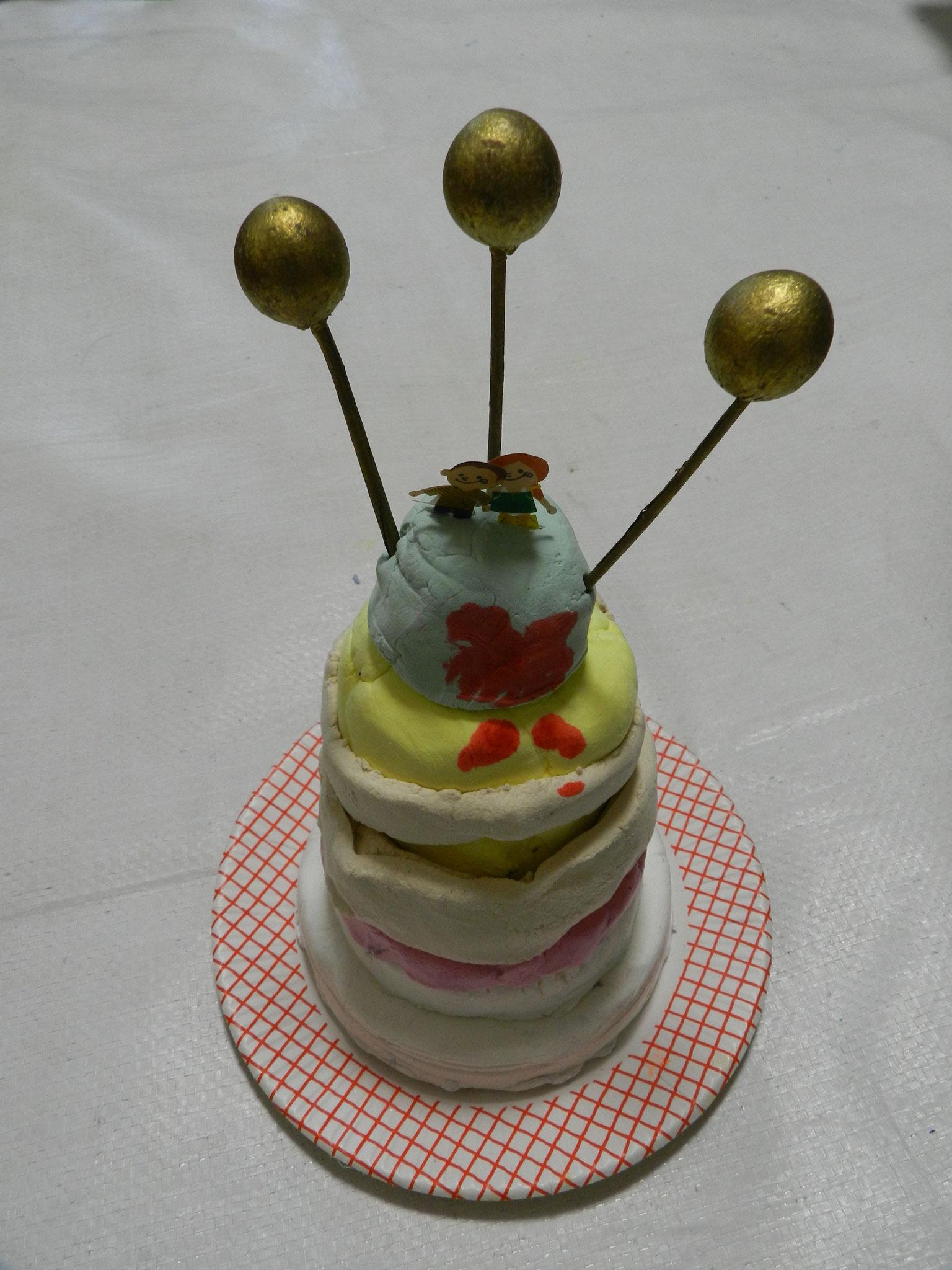 粘土でたか~いケーキを作りました★(小1)