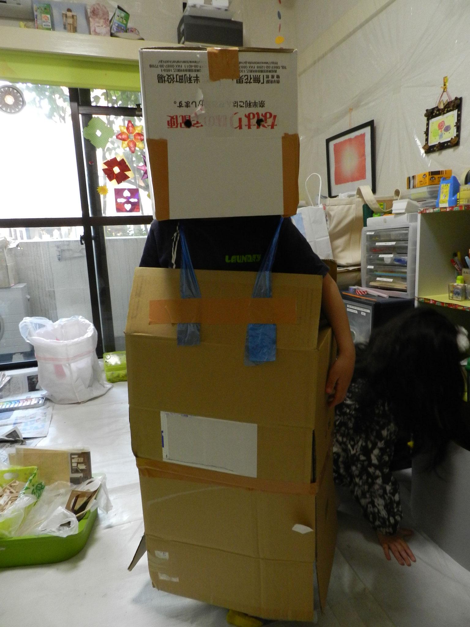 ダンボールで装着ロボットを作りました★(小2)