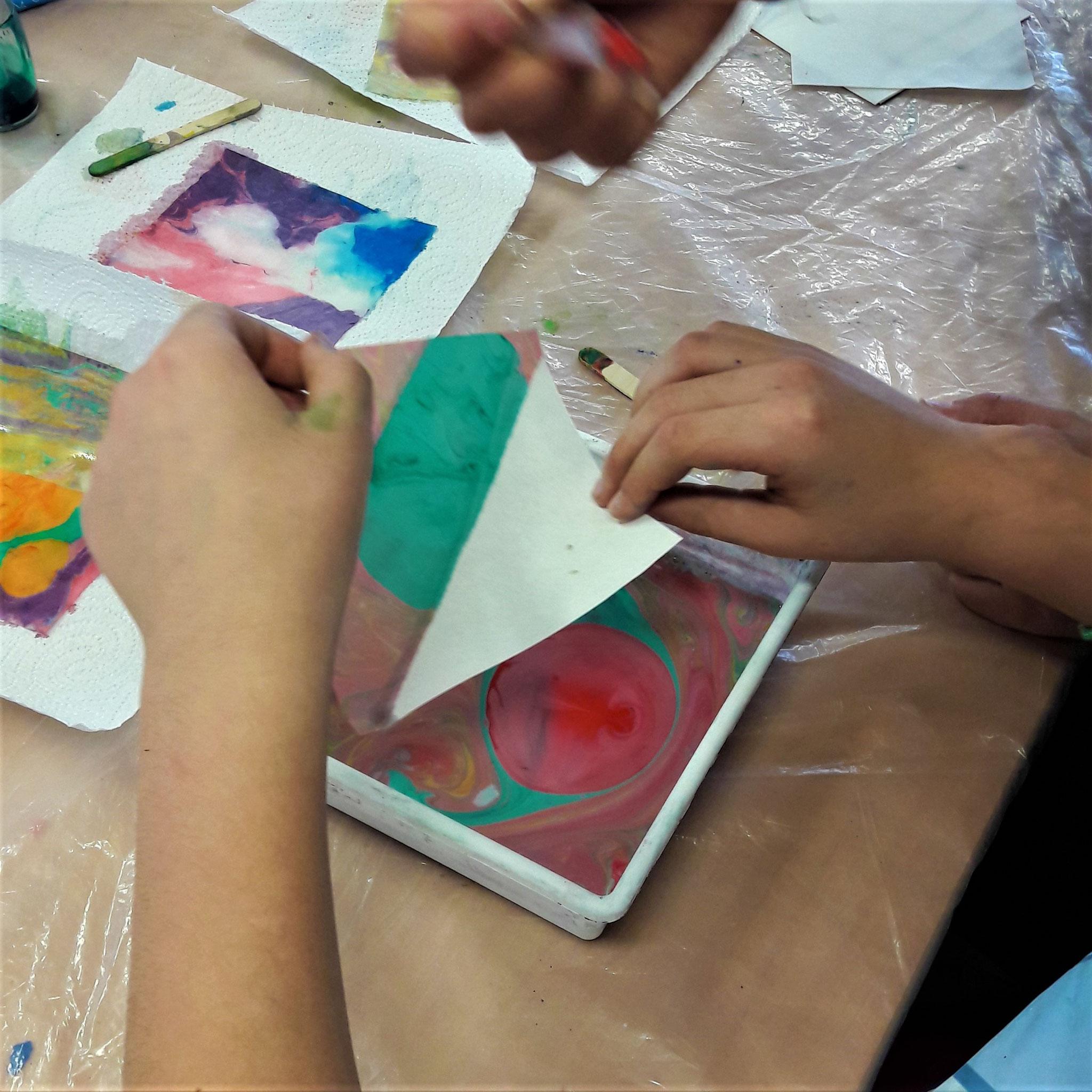 Peinture sur l'eau, atelier parent-enfant