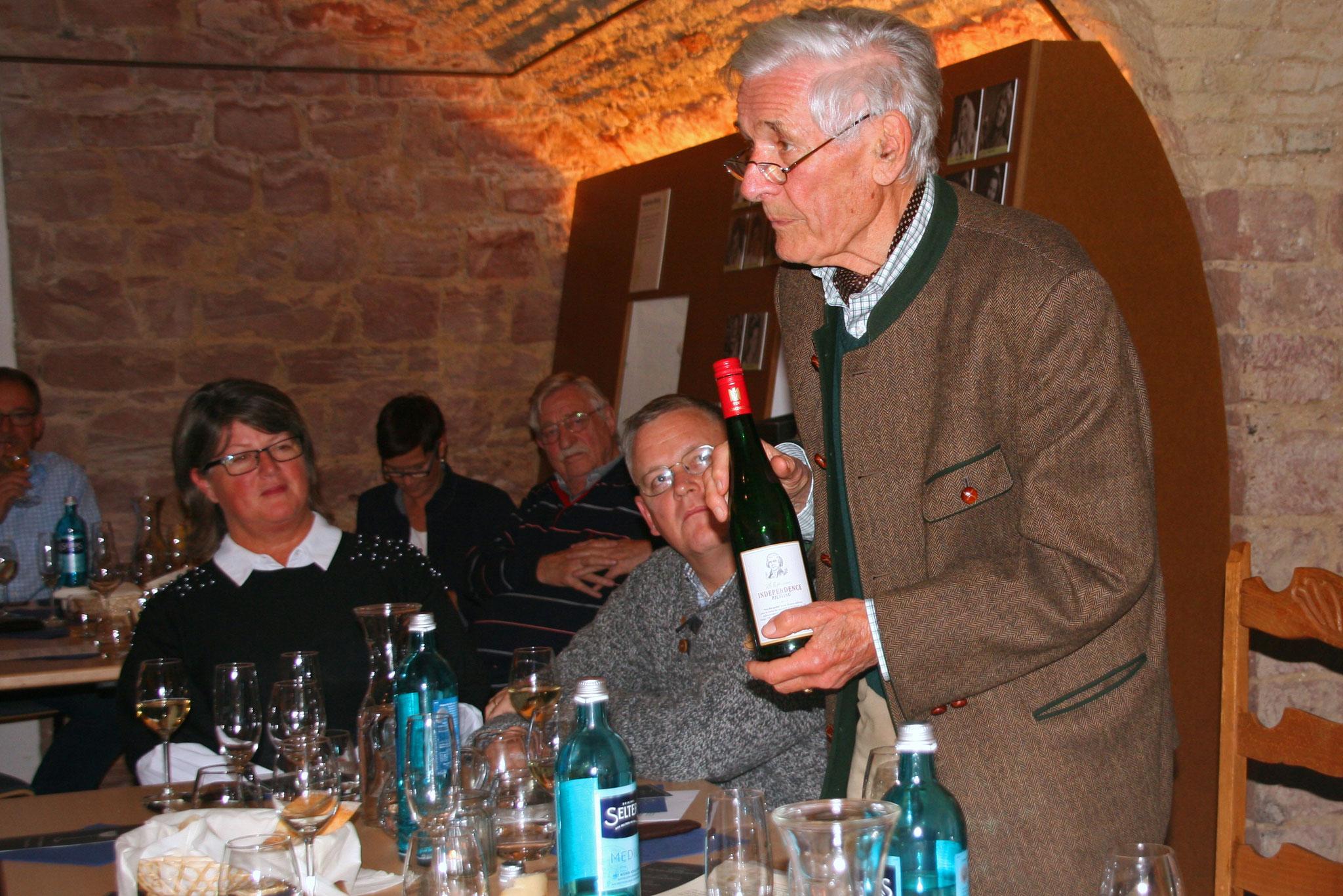 """Dr. Franz Werner Michel sprach von einer """"gloablen Weinfamilie""""."""