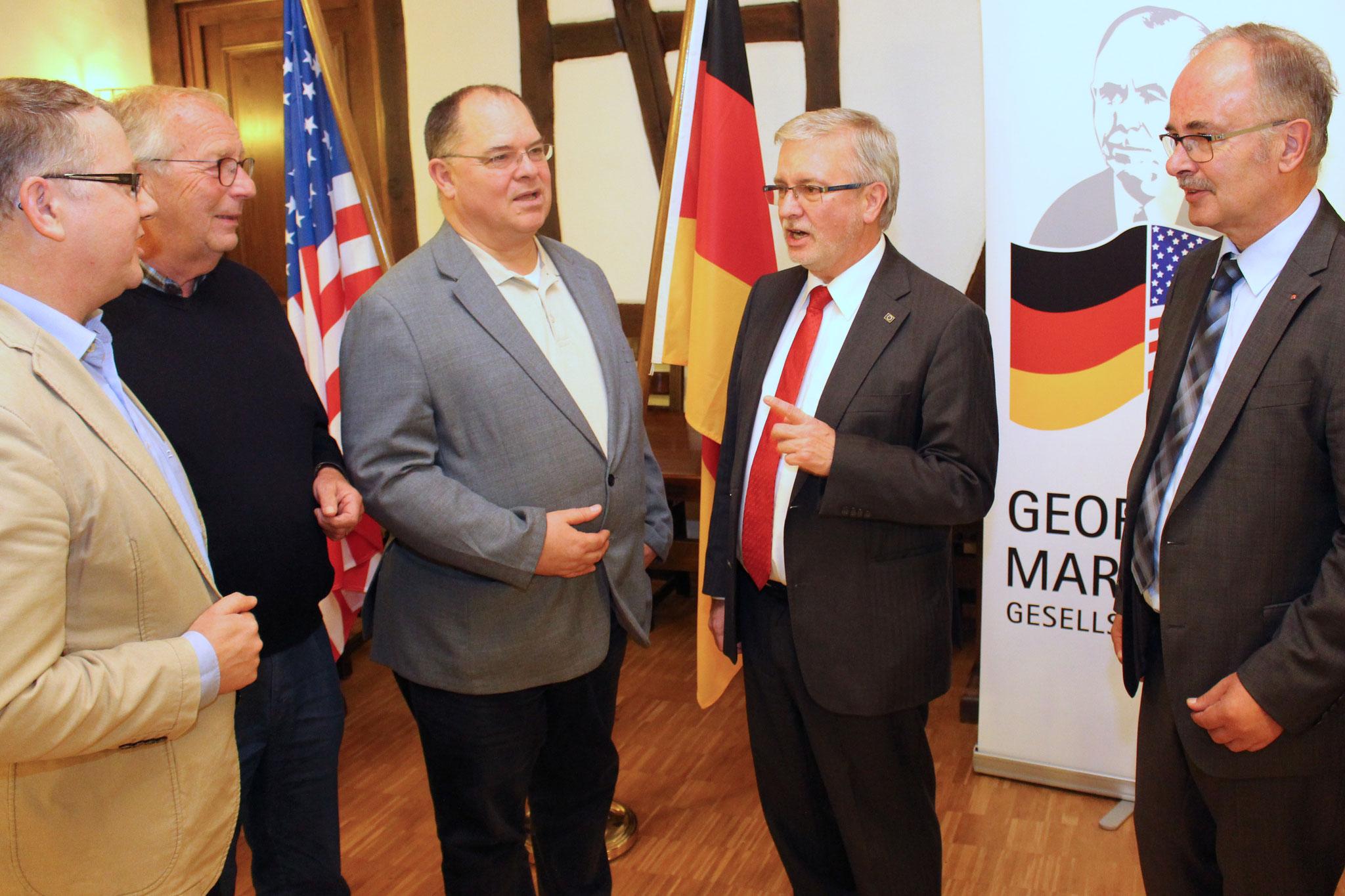 Vorstandsmitglieder der Marshall-Gesellschaft im Gespräch mit MdEP Gahler