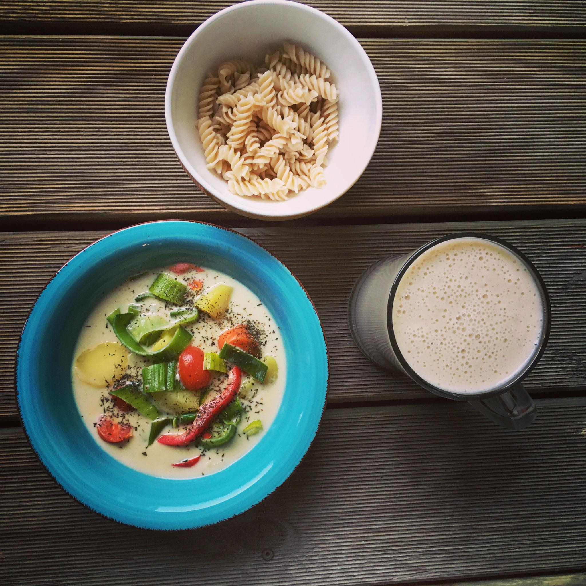 Thai-Curry mit Reisnudeln & Banana-Shake (Lunch & Dinner)