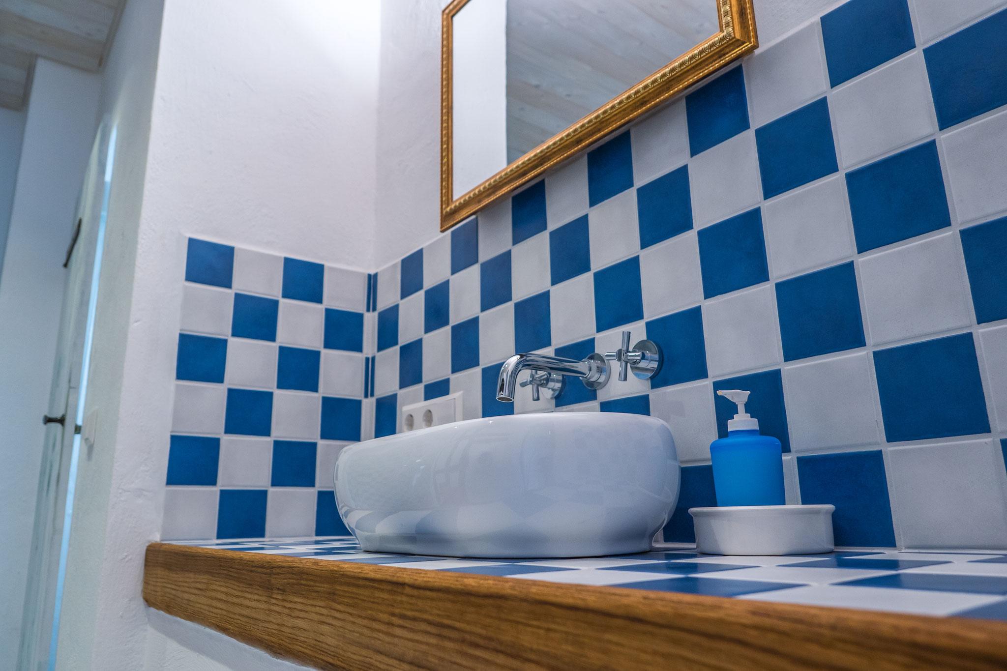 Seminarraum und Gruppenraum, Badezimmer, Waschbecken