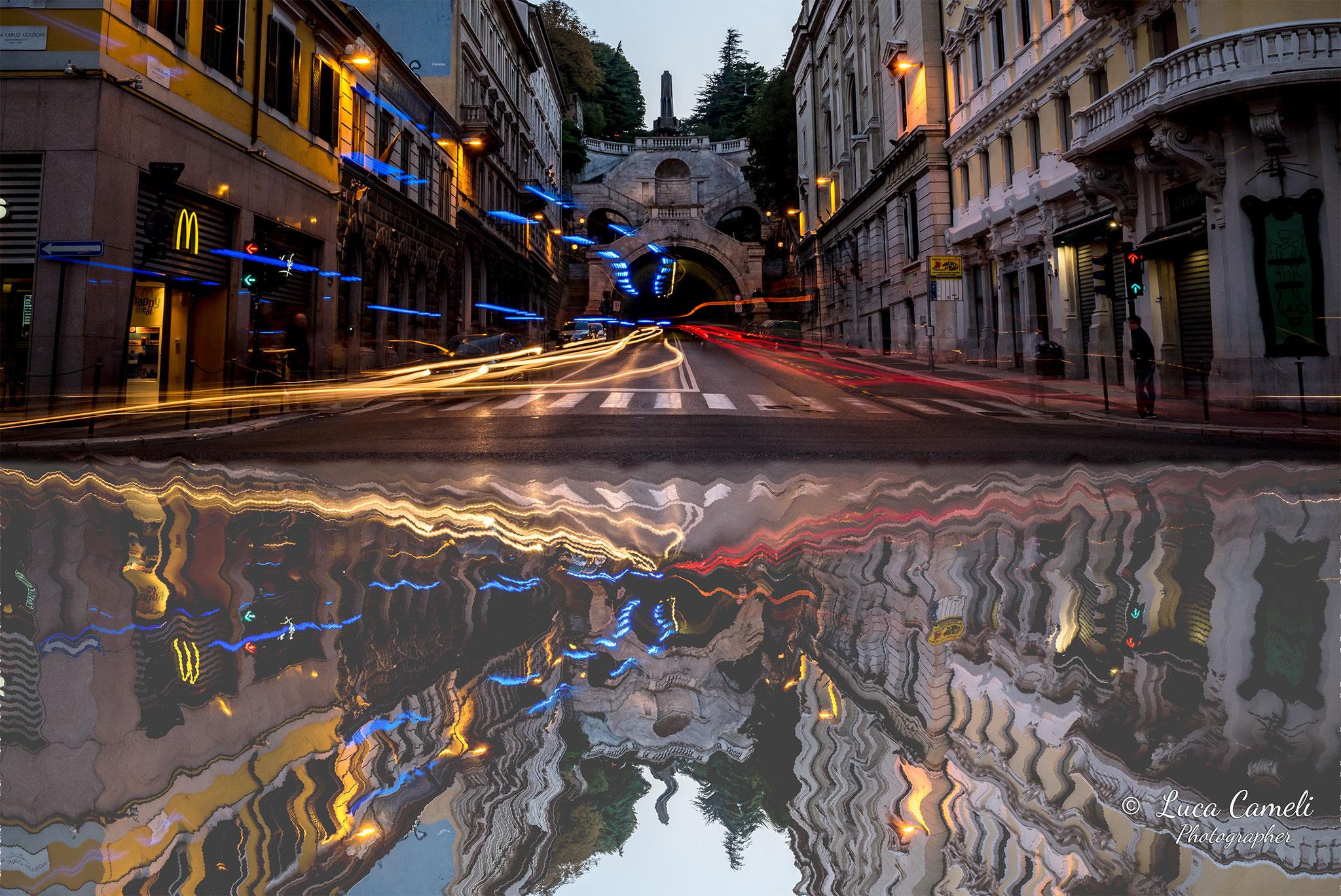 """""""Riflessi Della Frenesia Quotidiana"""",  (Trieste, Piazza Goldondi con al centro, sopra la galleria, la fontana e """"La Scala Dei Giganti"""")"""