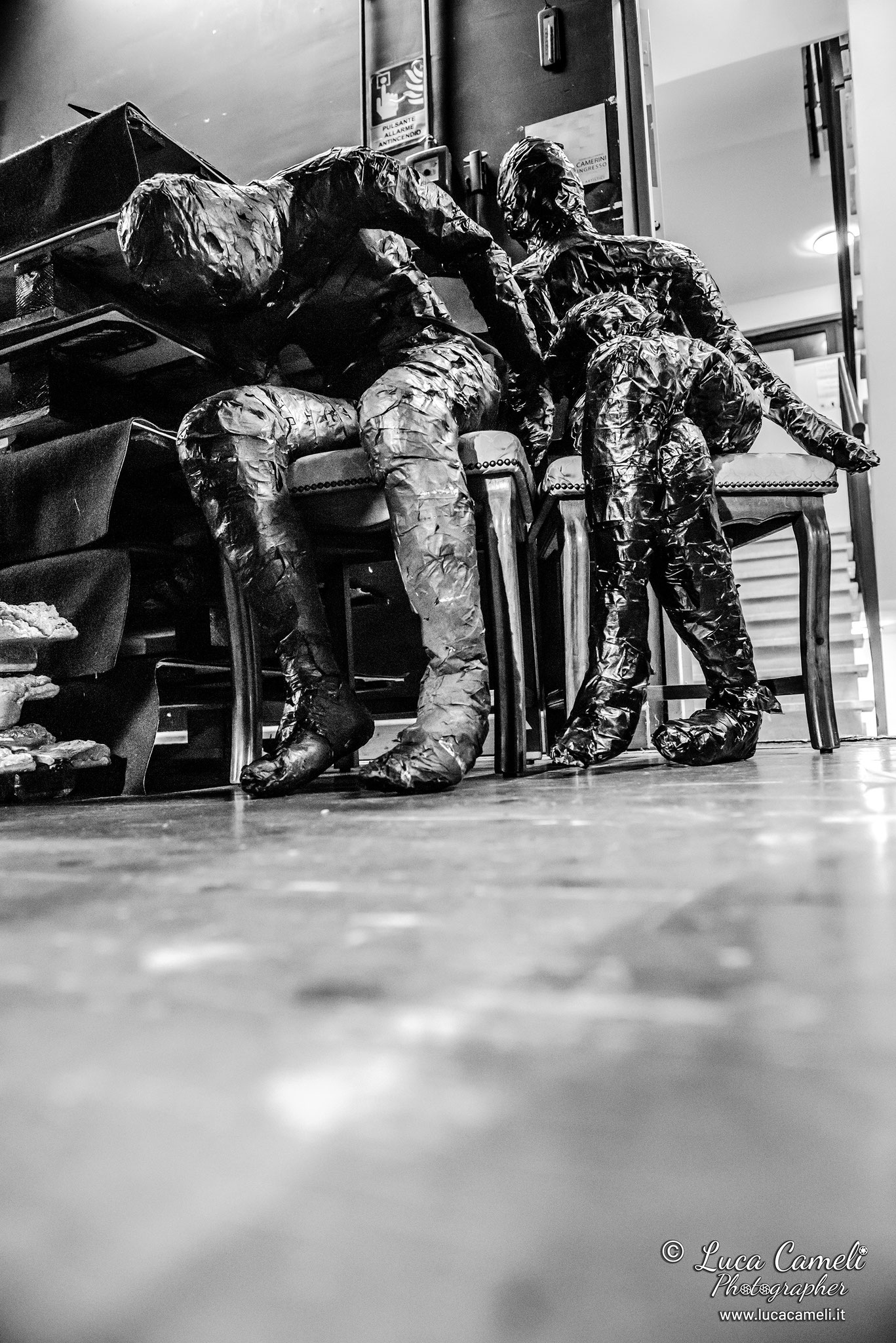 """""""Backstage - Theather Off 1"""". Il dietro le quinte del Teatro Delle Energie di Grottammare chiuso che simboleggia la chiusura forzata di tutti i teatri italiani, causa l'emergenza COVID-19. Facciamo Luce Sul Teatro © Luca Cameli Photographer"""