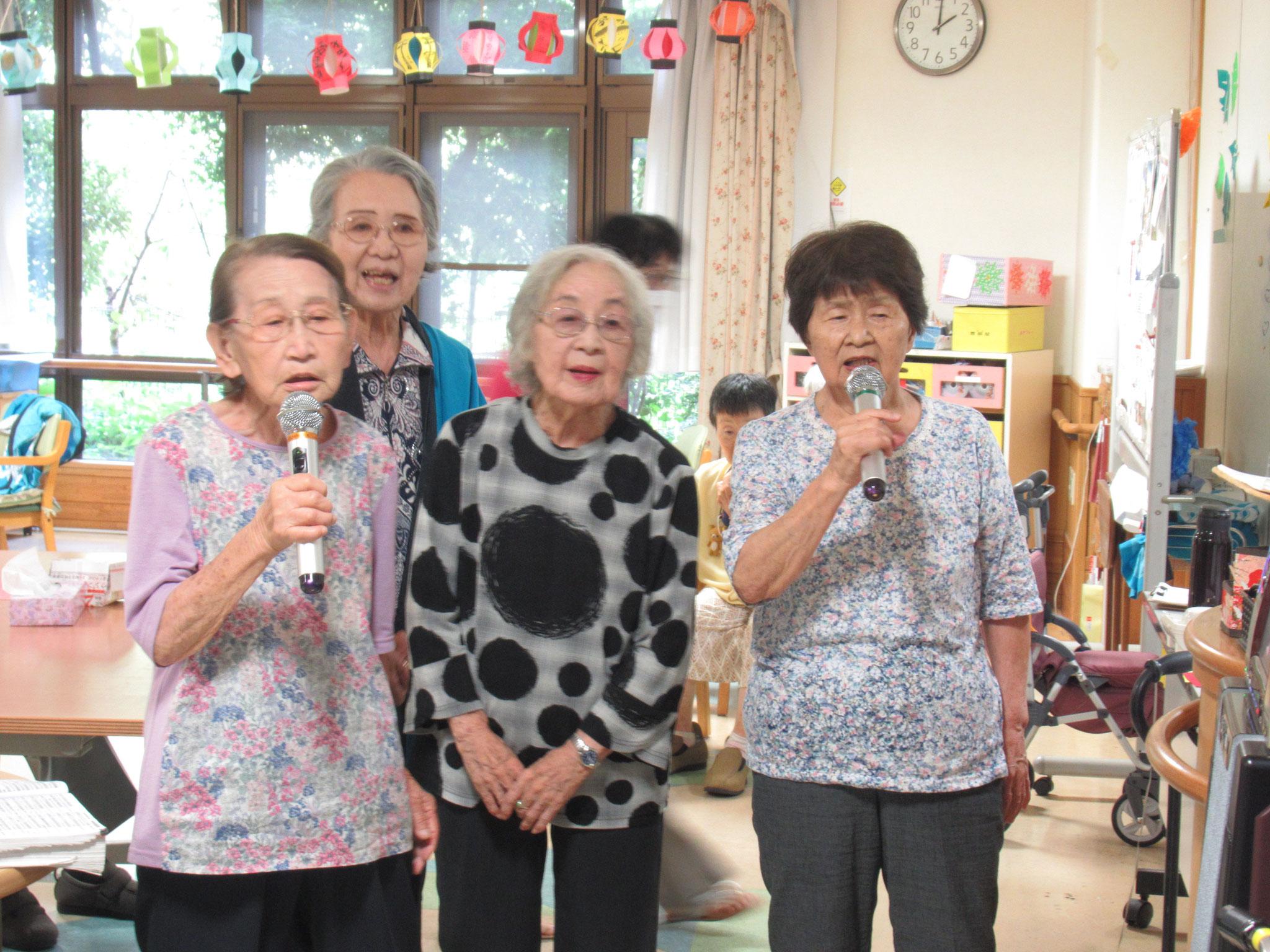 仲良し4人組で歌ってくださいました。