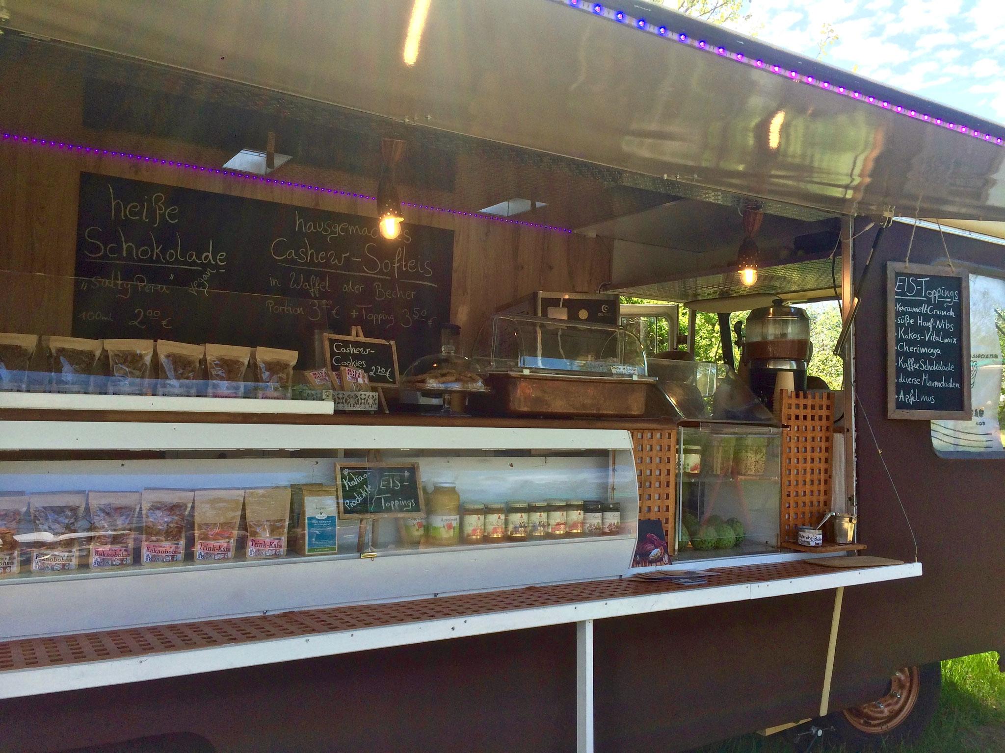 Erster Einsatz des Gourmet-Caravans auf dem NABU-Frühlingsmarkt 2018 in der Blumberger Mühle