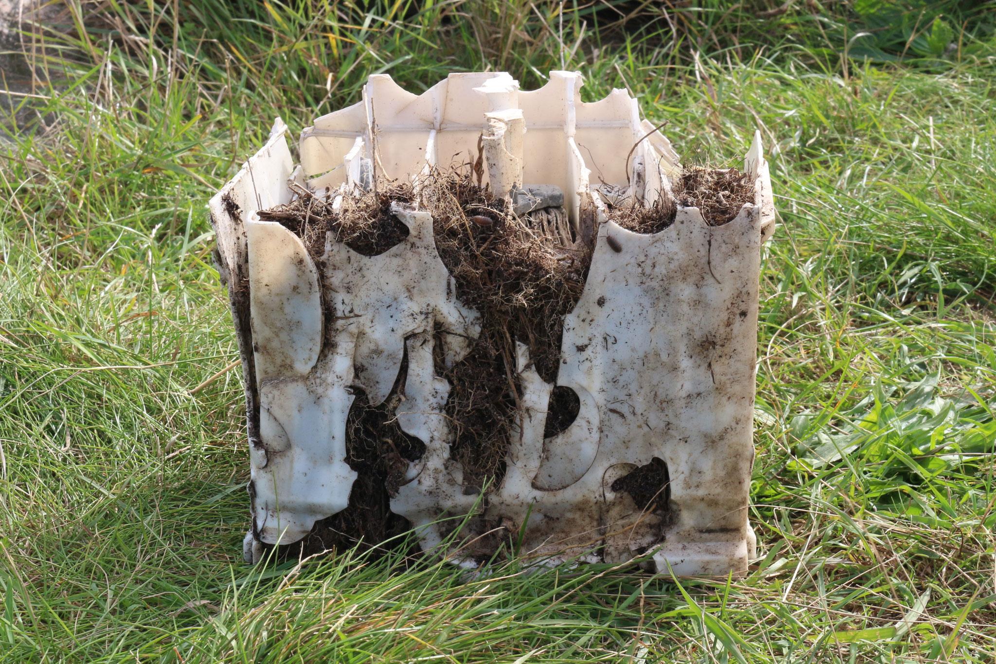 Auch Kurioses, wie diese Autobatterie wurde gefunden.