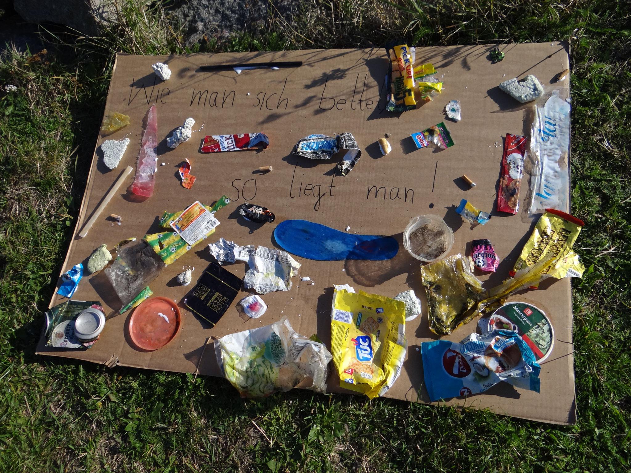 """""""Wie man sich (am Strand) bettet, so liegt man""""...manchmal eben nebem Müll. Bildautor: NABU Regionalverband Mittleres Mecklenburg e.V."""