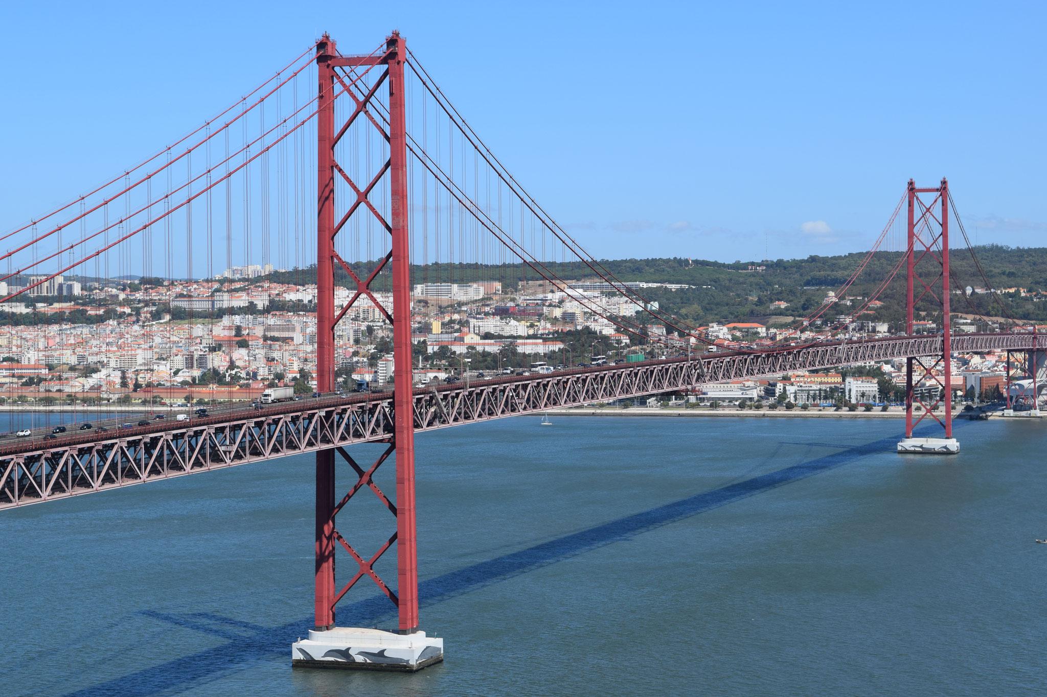 Meine Reiseempfehlungen für Lissabon in Portugal, wie die Ponte 25 de Abril.