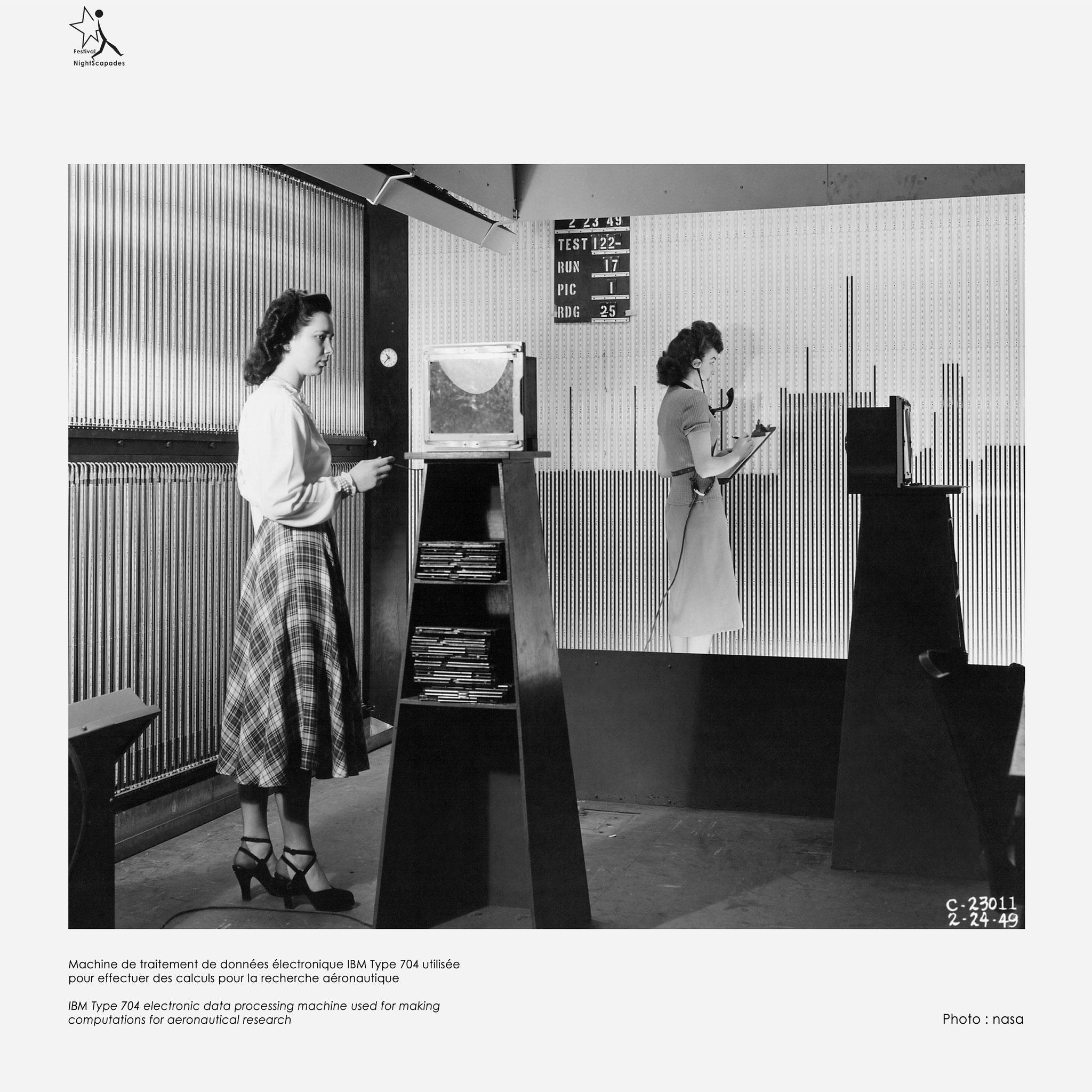 Machine de traitement de données électronique IBM type 704