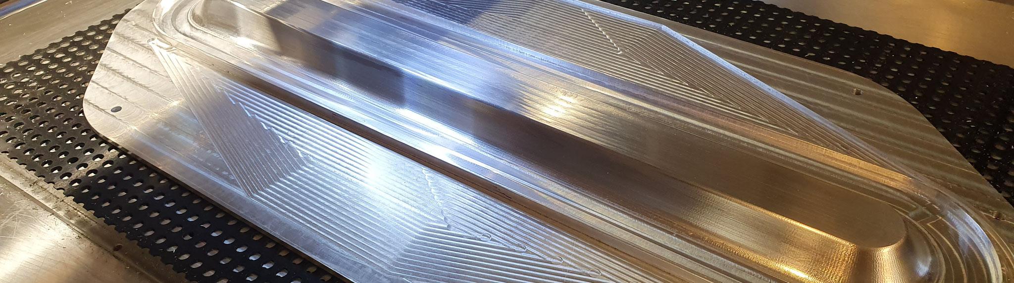 Tiefziehvorrichtung aus 7075 Aluminium mehrteilig montiert und im Zusammenbau fertig bearbeitet