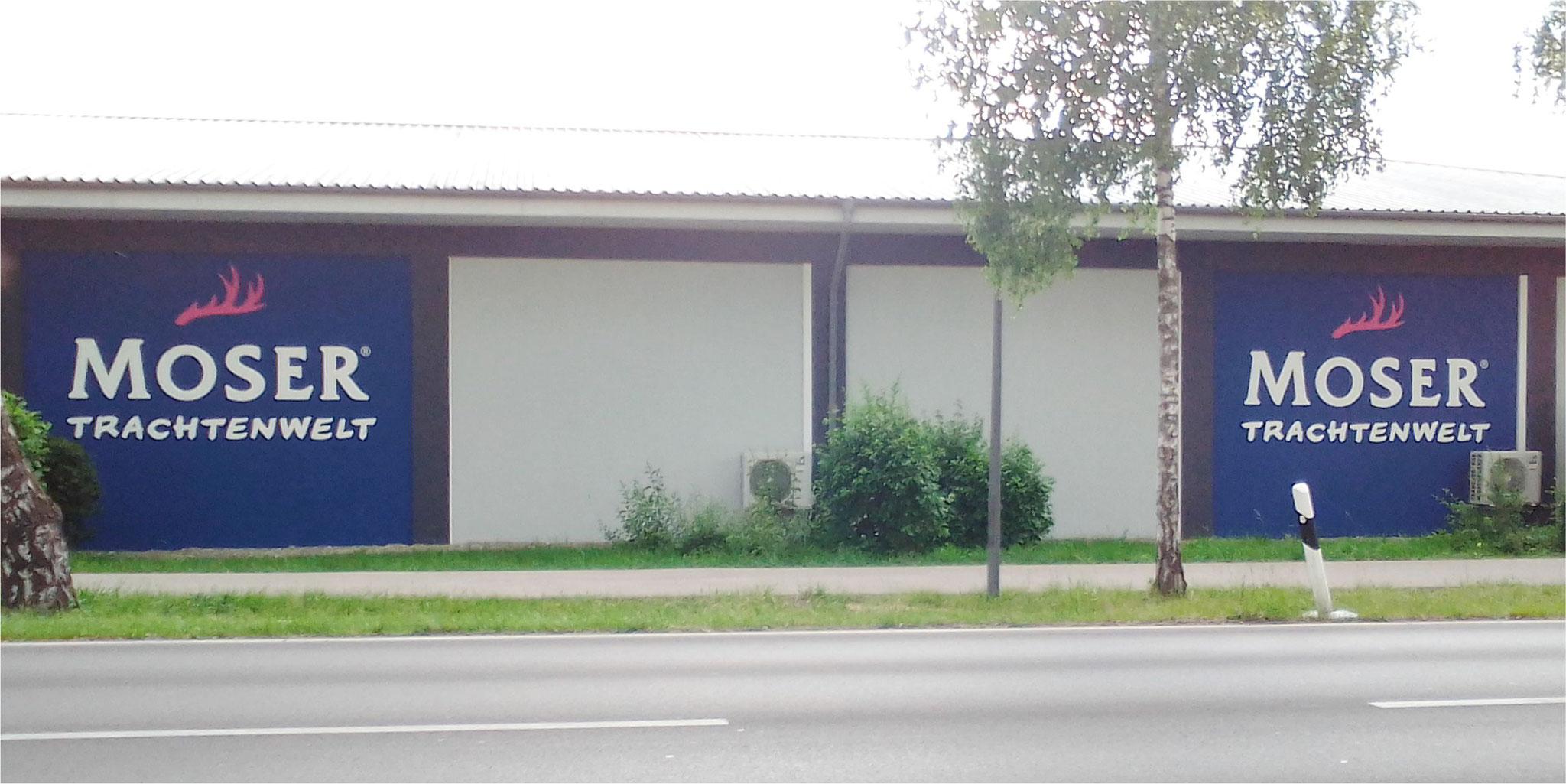Fassadenbeschriftung mit Schablone und Silikonharzfarbe