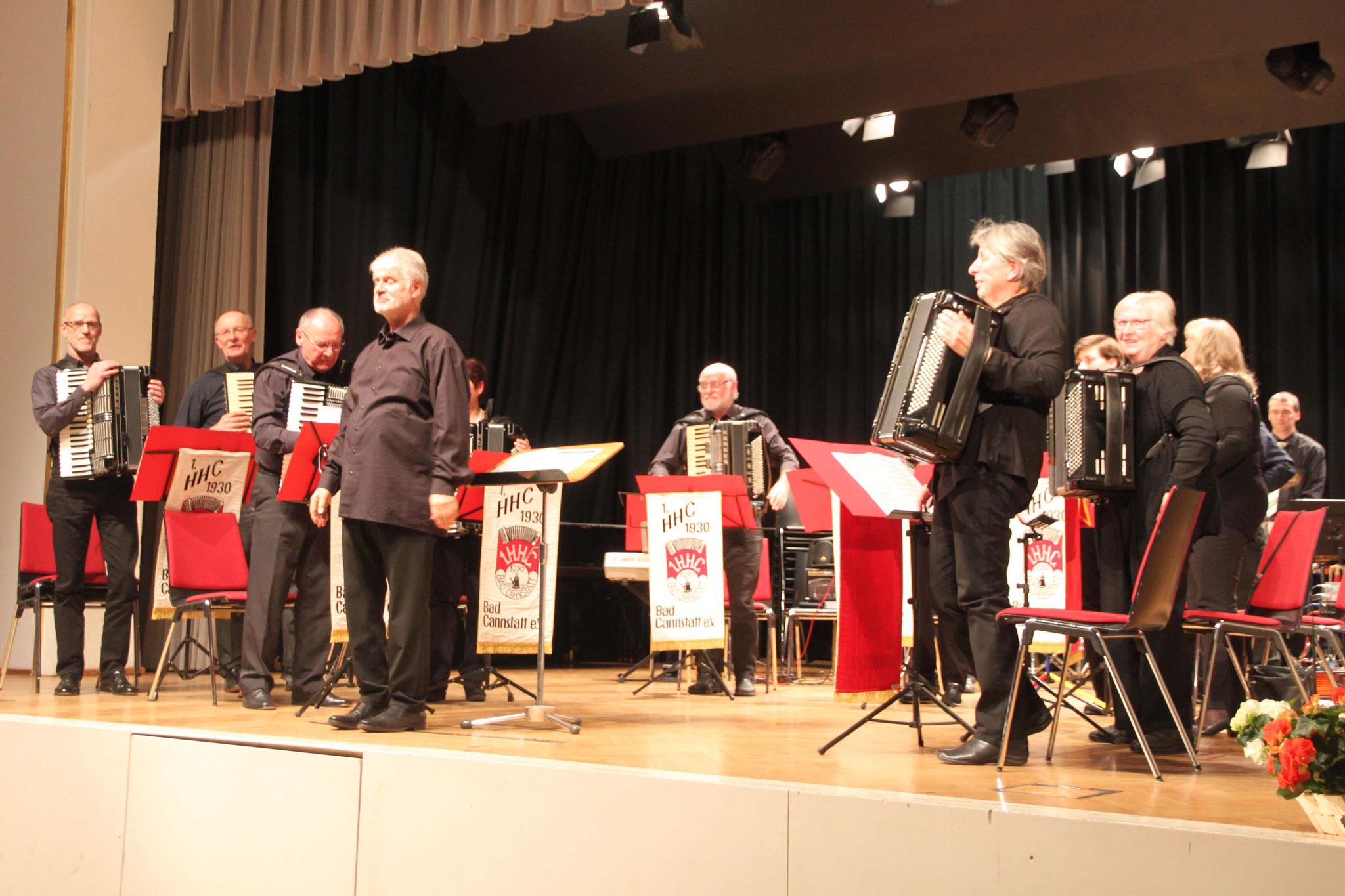 Der 1. Handharmonika-Club unter Leitung von Walter Krebs spielte u.a. bekannte Gershwin-Melodien.