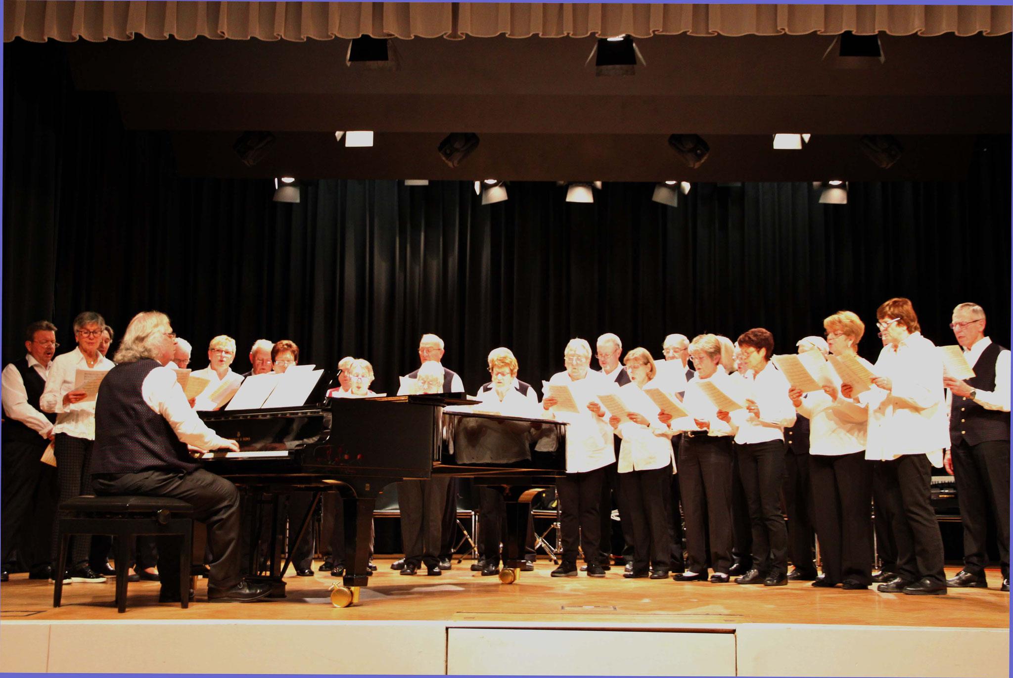 Der Gesangverein Harmonie unter Wolfram Krauß brachte eine Reihe bekannter Chorklassiker zu Gehör.