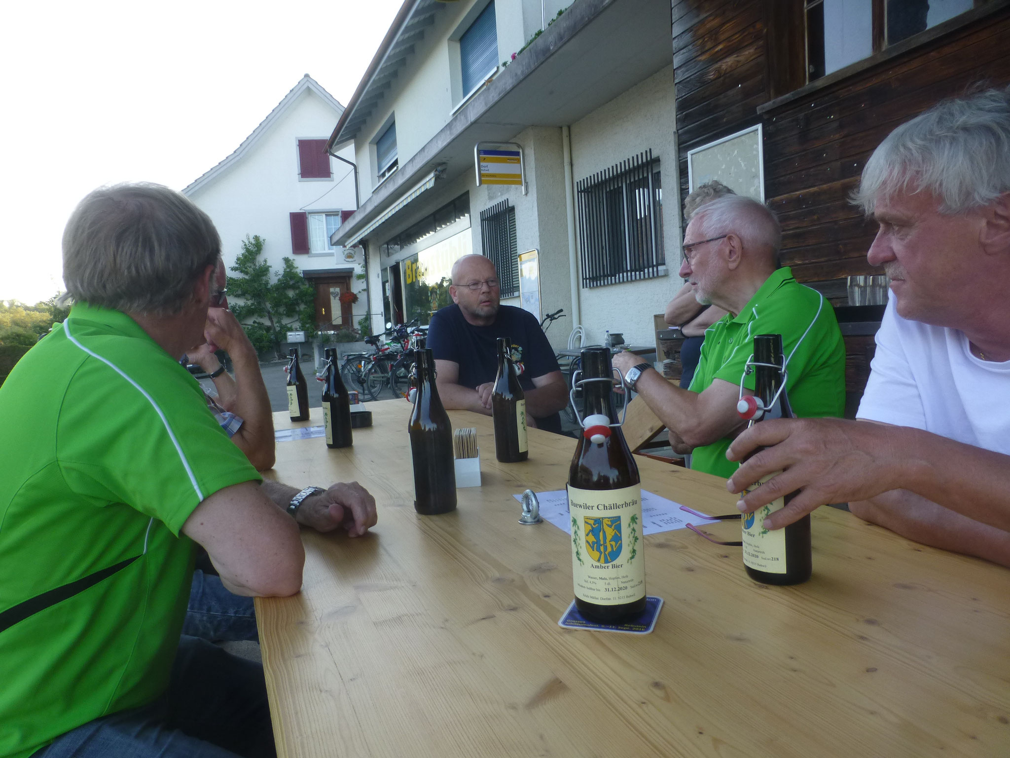 Stärkung mit Buhwiler Bier