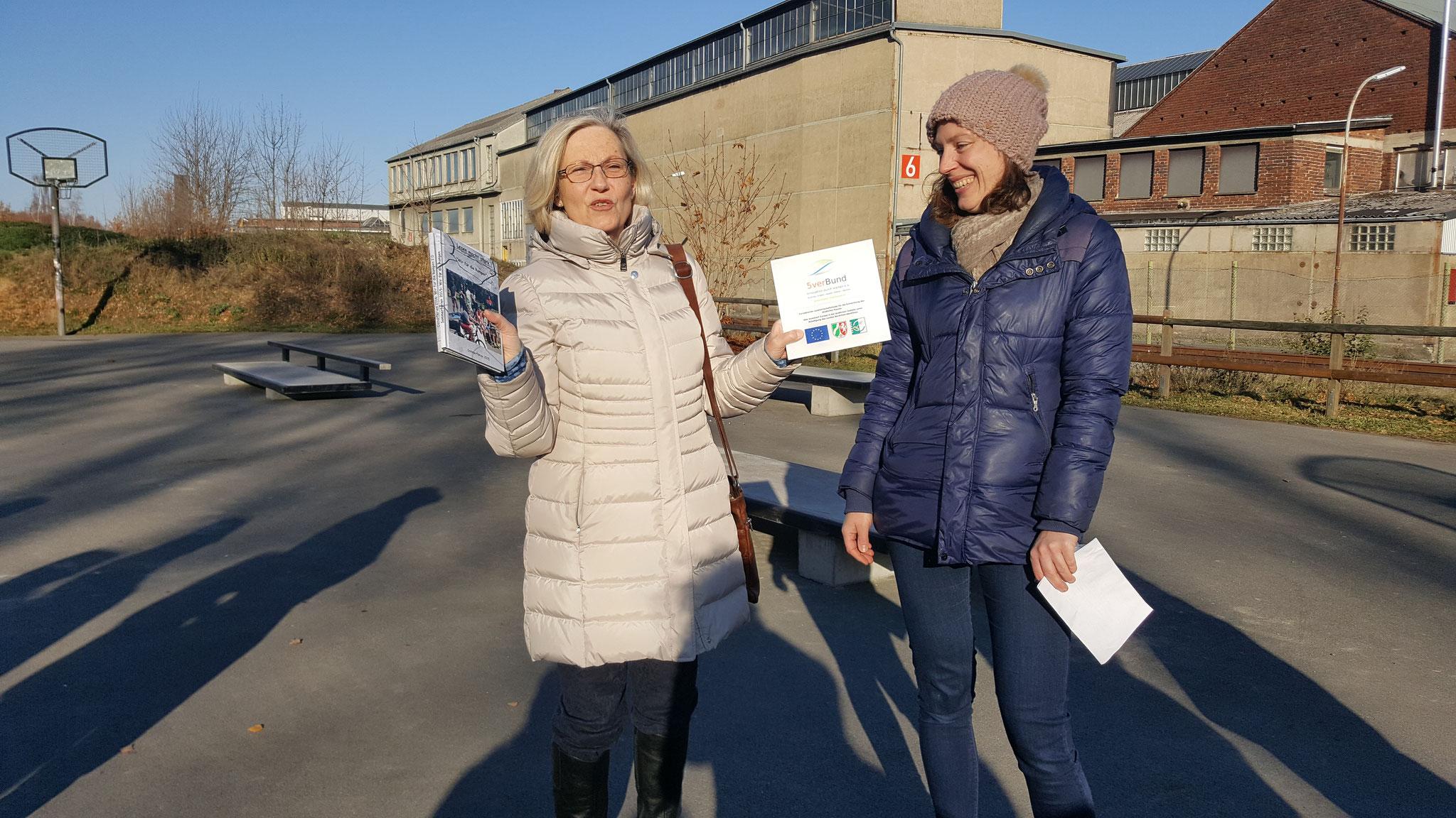 Elke Bertling präsentiert die Fördertafel