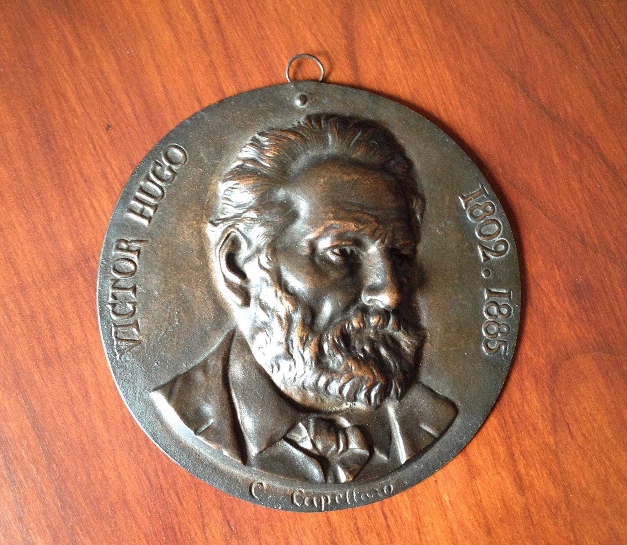 Capellaro : portrait de Victor Hugo (bronze)
