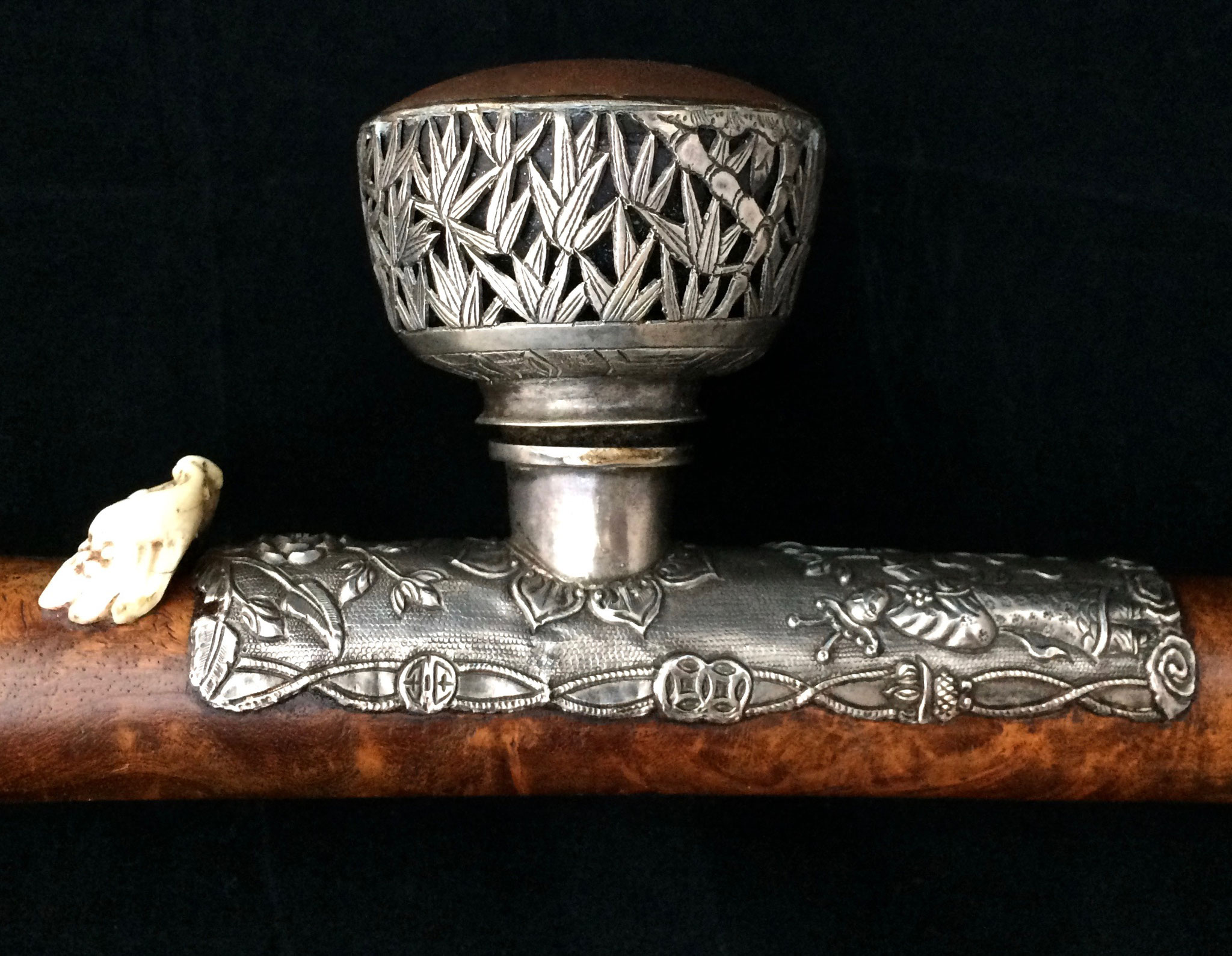 Silver bowl and saddle on burlwood pipe (–> Pipes)
