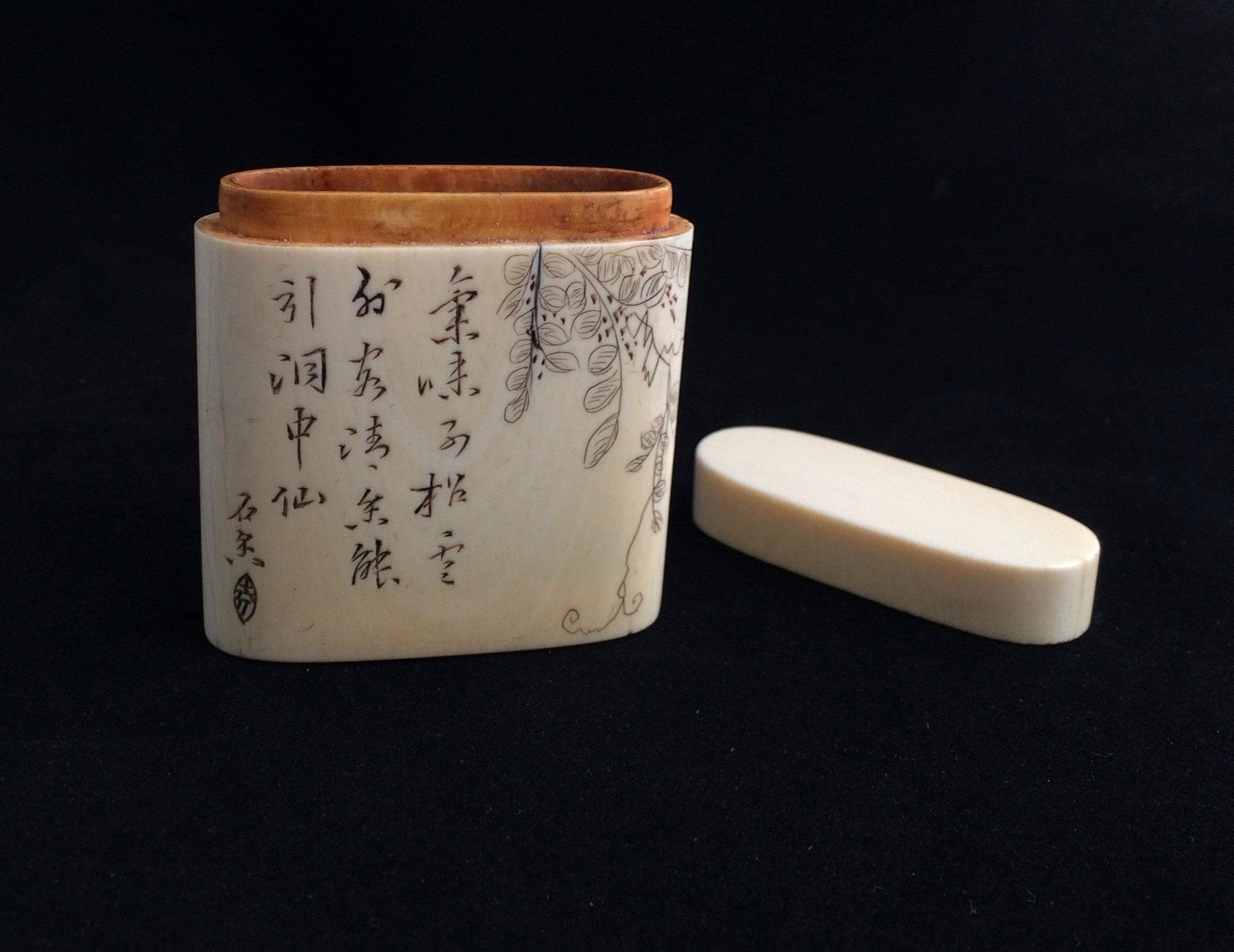 Boîte à opium en ivoire (–> Boîtes)