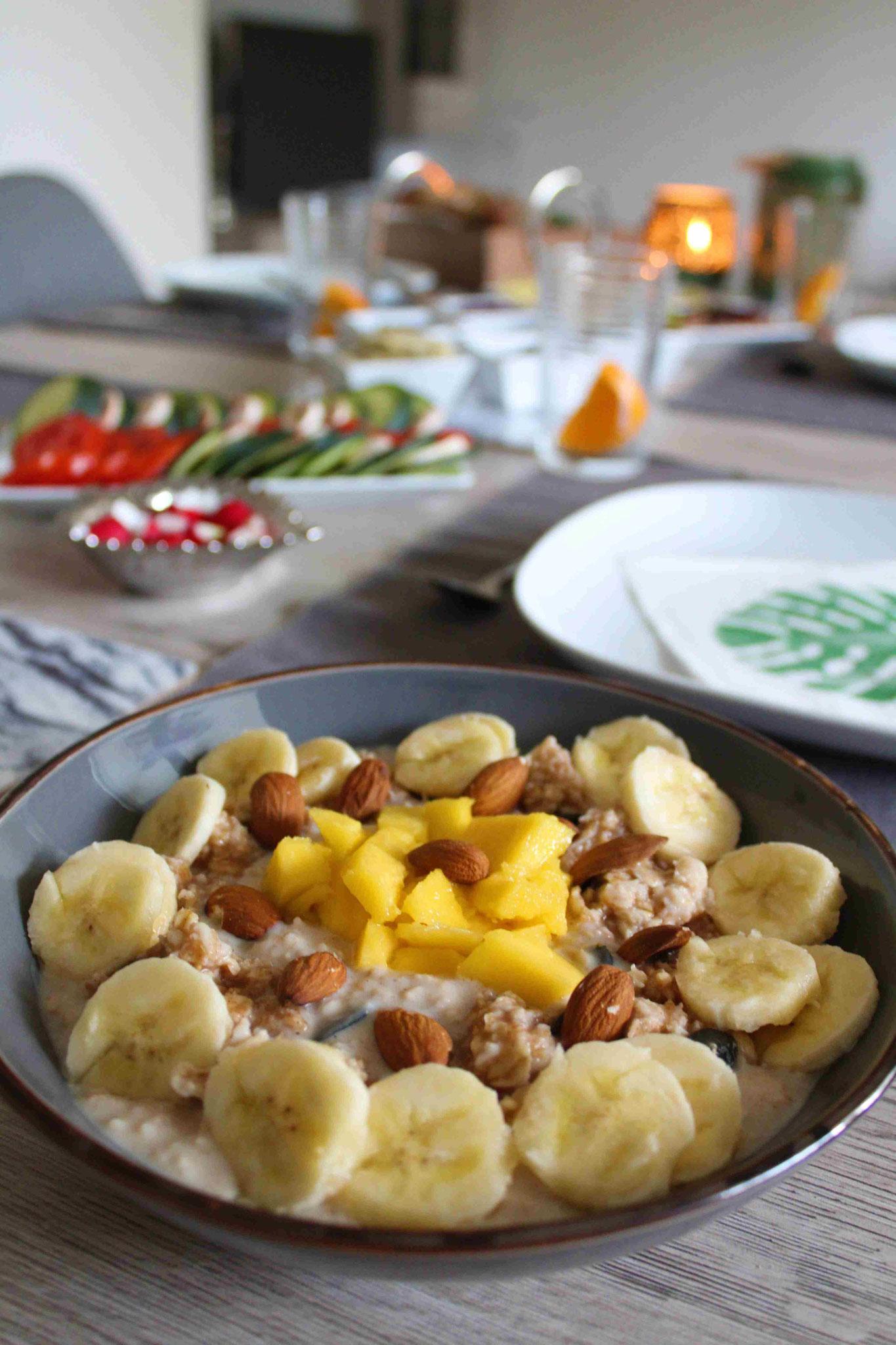 Porridge mit Nüssen und Samen