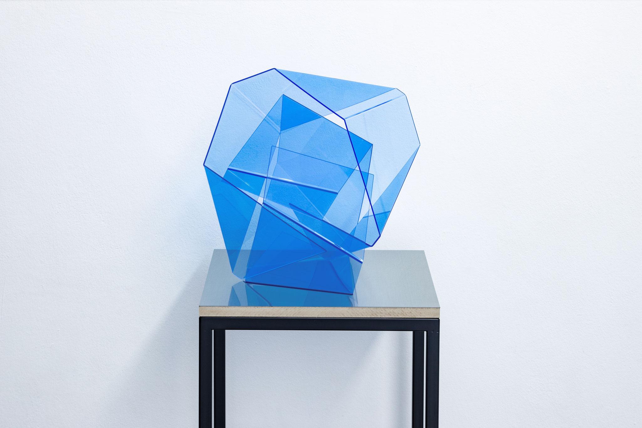 two folded pieces 08, 2020, floureszierendes Plexi, Stahl, 150 x 45 x 45 cm
