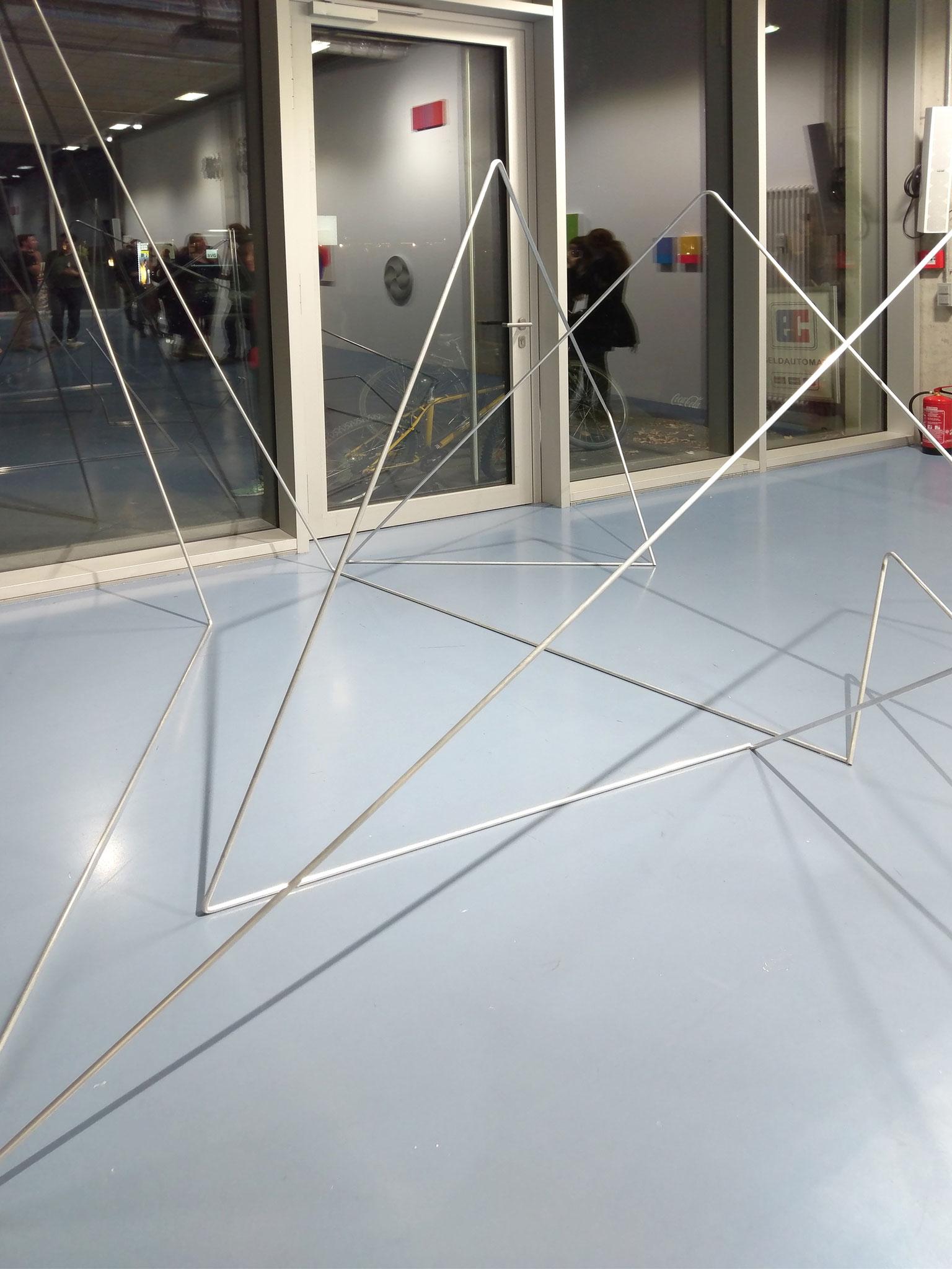 folded lines 02, Aluminiumstab je 600 cm, the flying field , Aufbauhaus Berlin