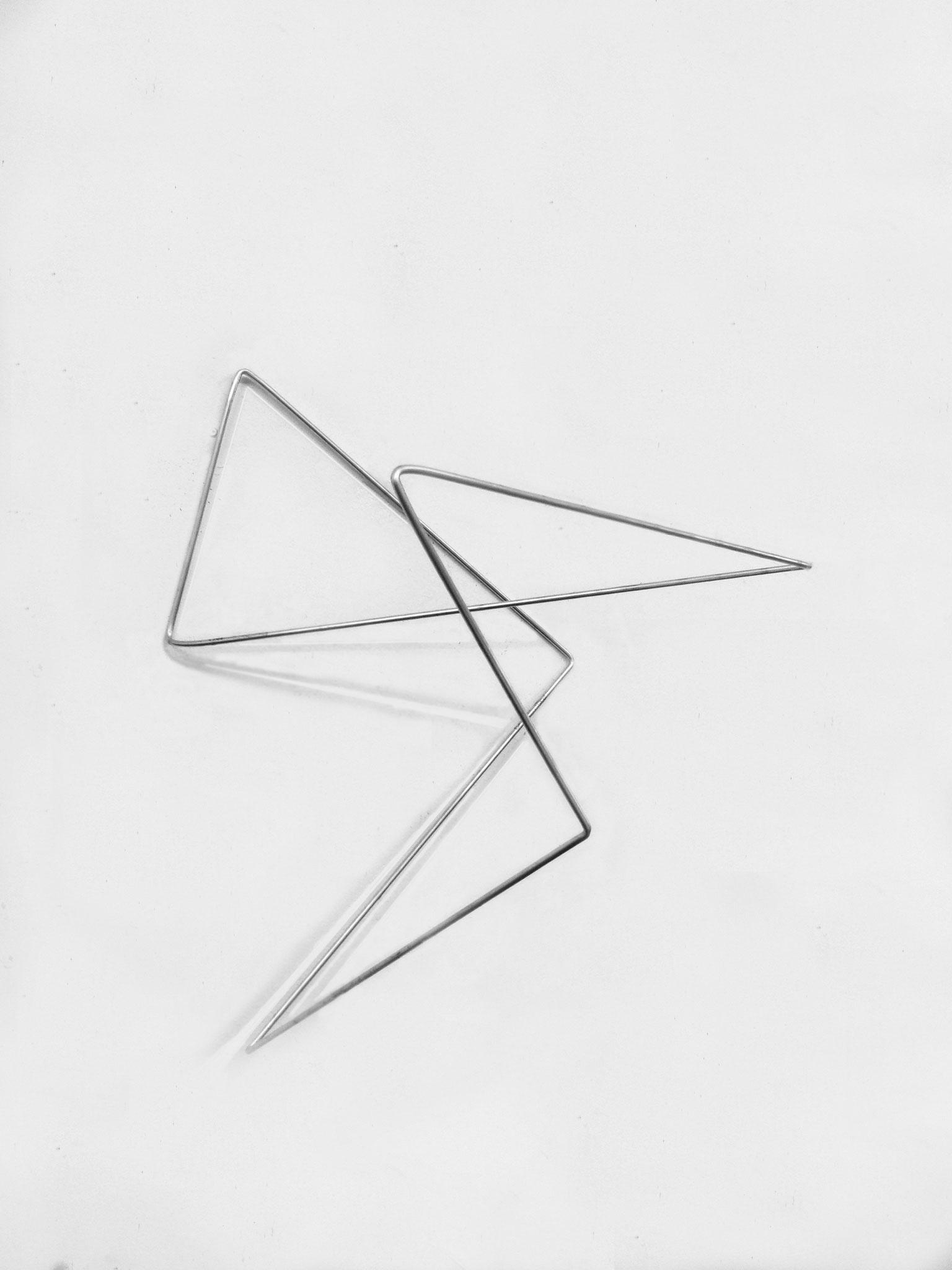 folded lines 04, 2019, Aluminiumstab, circa 65 x 60 x 45 cm
