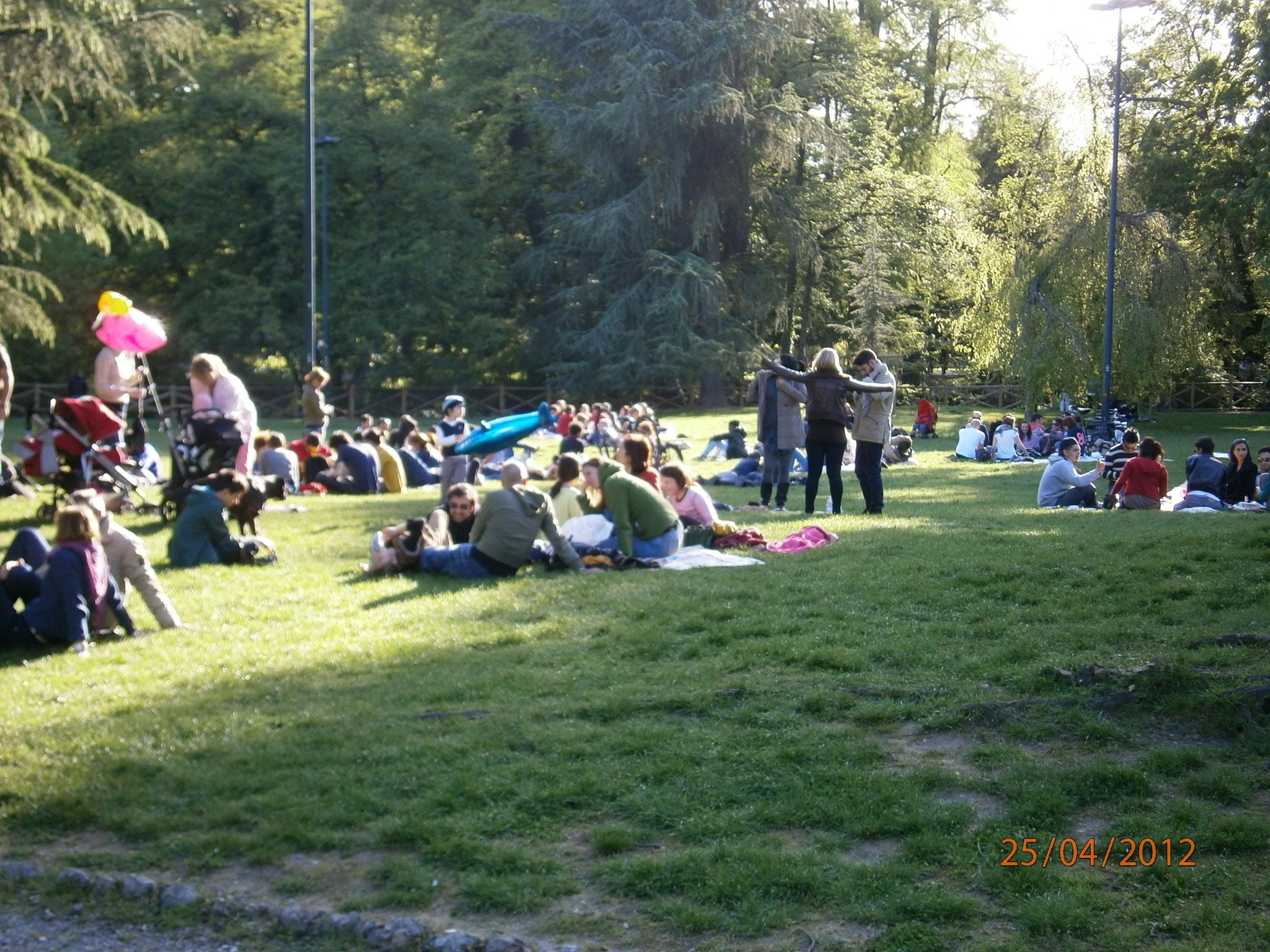Parque Sempione: Lago, museo, edificios históricos, columpios y atracciones infantiles. Castello Sforzesco, Triennale, etc